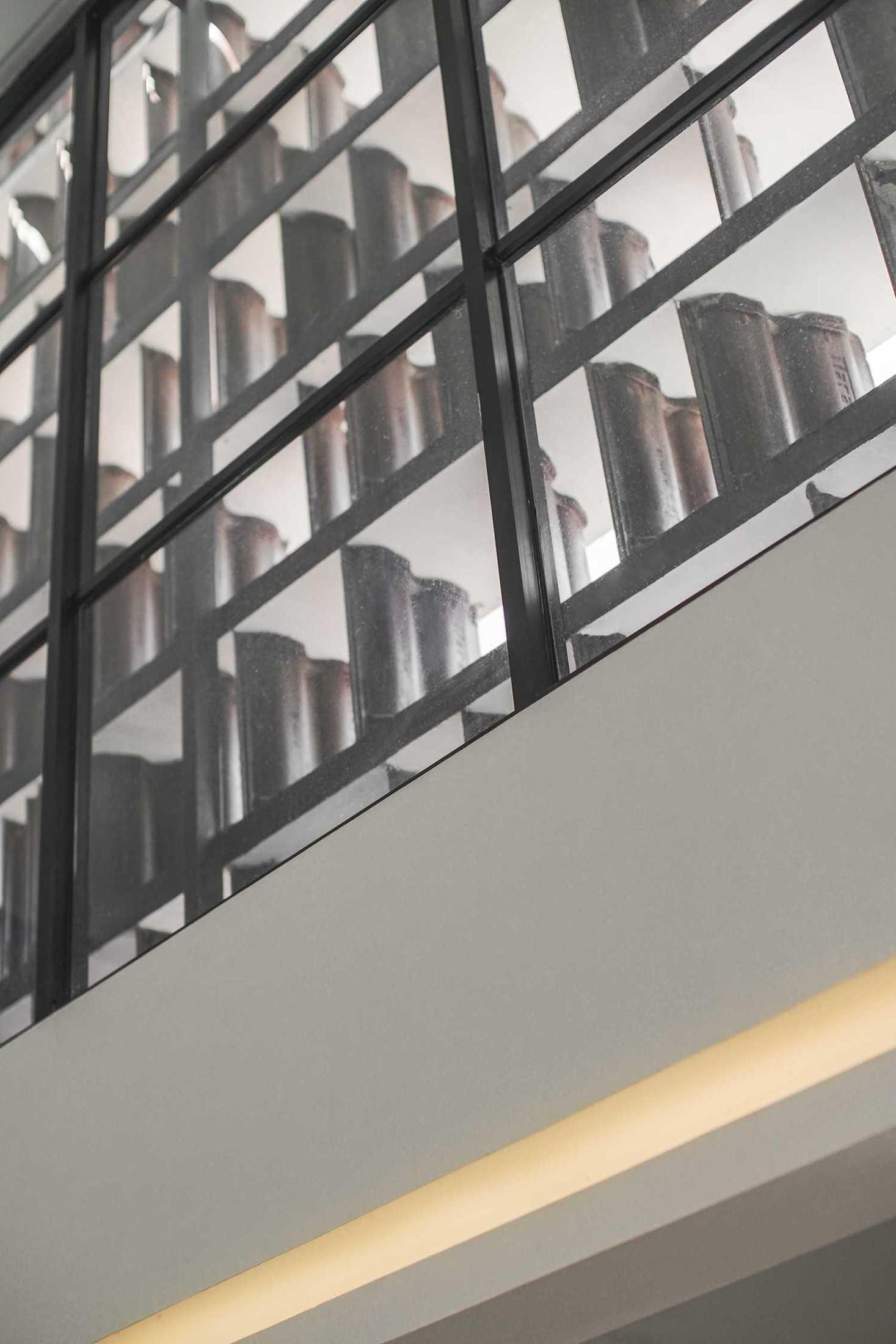 Saso Architecture Studio Rumah Genteng Bintara, Kec. Bekasi Bar., Kota Bks, Jawa Barat, Indonesia Bintara, Kec. Bekasi Bar., Kota Bks, Jawa Barat, Indonesia Saso-Architecture-Studio-Rumah-Genteng  79380