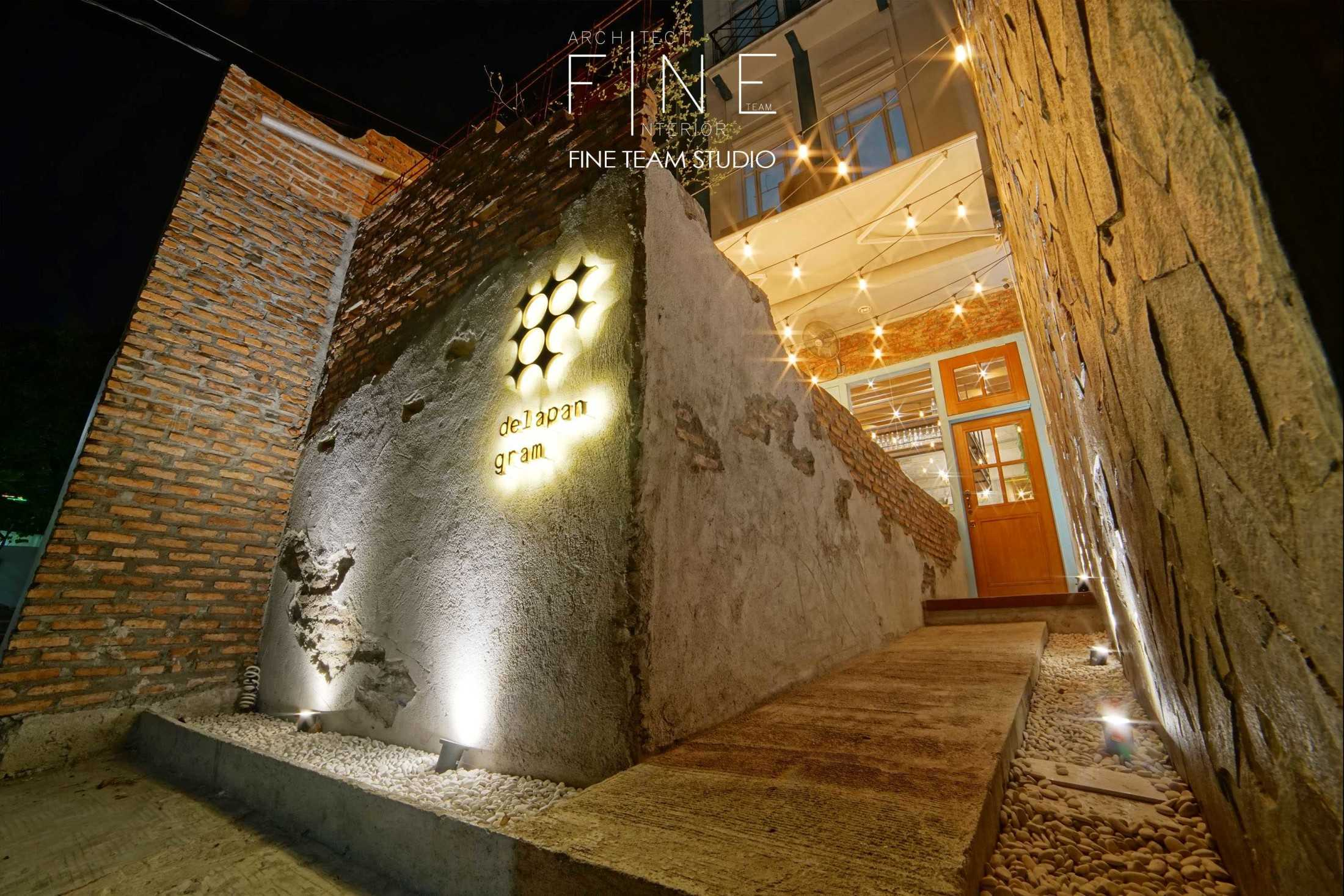 Foto inspirasi ide desain restoran kontemporer Fine-team-studio-delapan-gram oleh Fine Team Studio di Arsitag