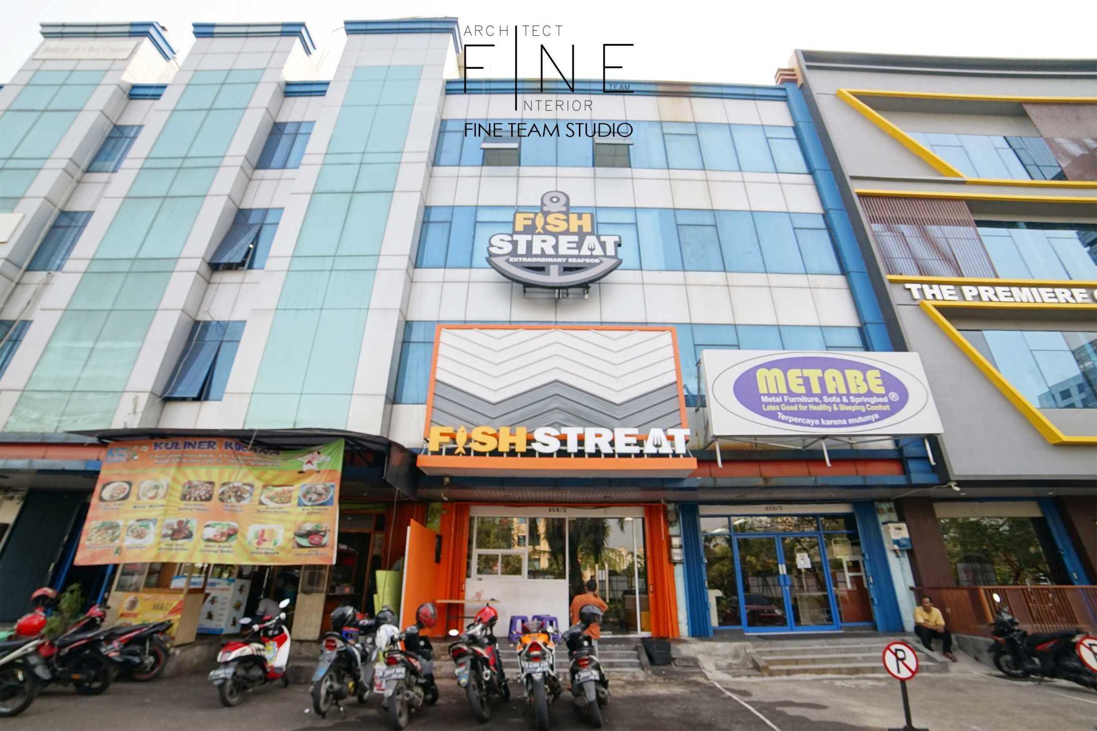 Foto inspirasi ide desain restoran Fine-team-studio-fish-streat-kelapa-gading oleh Fine Team Studio di Arsitag