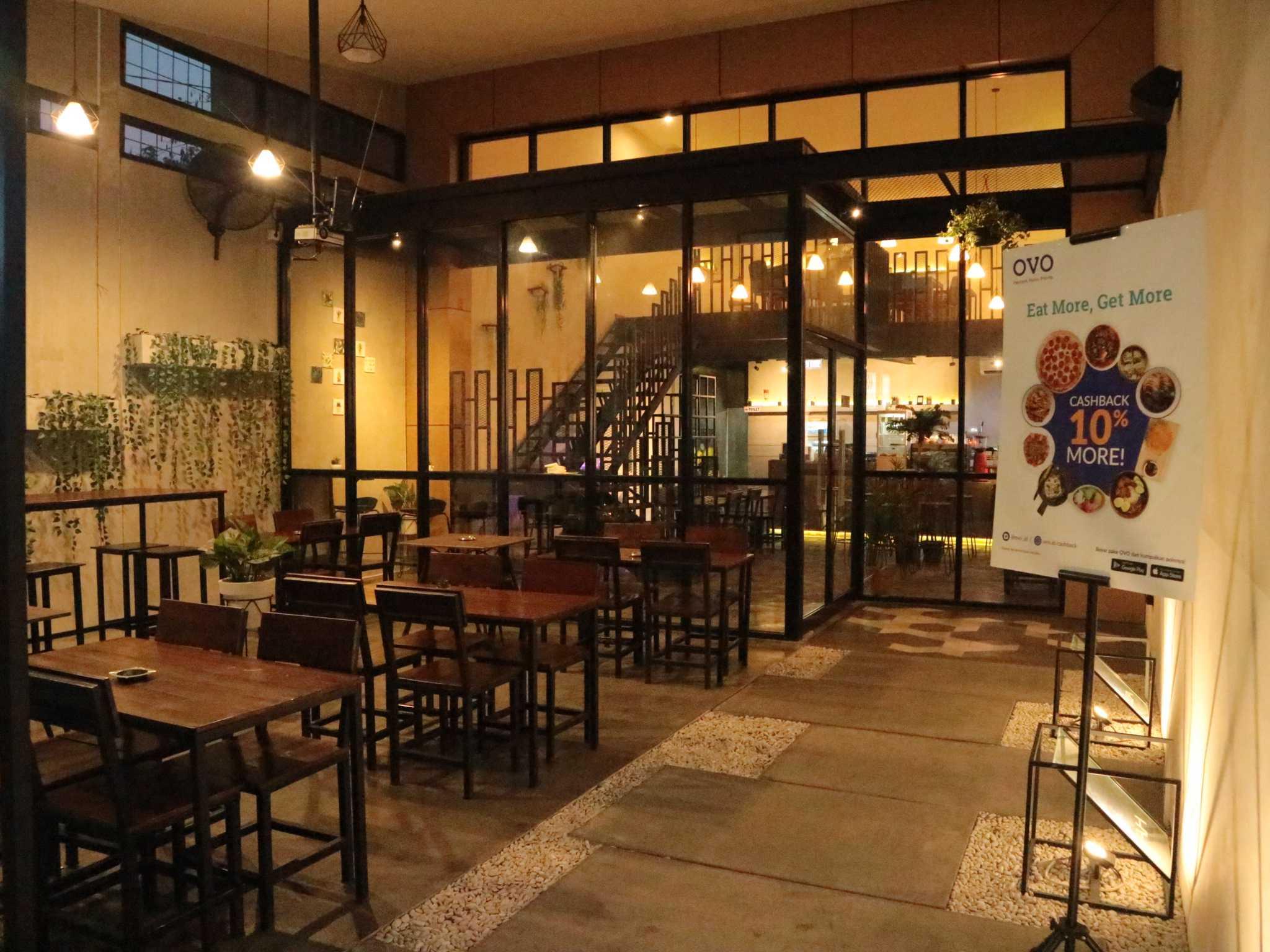 Fau Architects Athaya Coffee Pedurungan, Kota Semarang, Jawa Tengah, Indonesia Pedurungan, Kota Semarang, Jawa Tengah, Indonesia Outdoor Athaya Coffee (Smoking Area) Industrial 63394