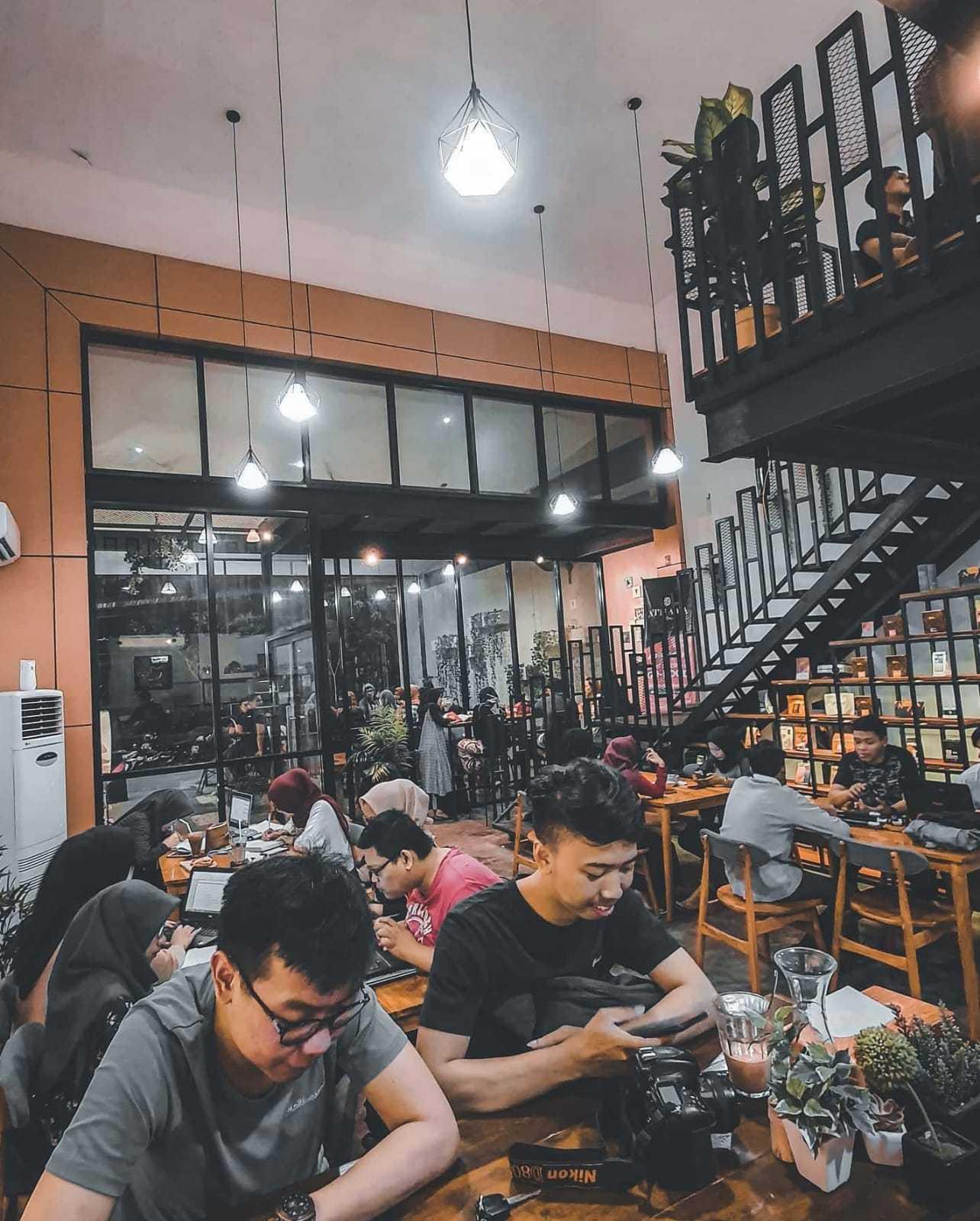 Fau Architects Athaya Coffee Pedurungan, Kota Semarang, Jawa Tengah, Indonesia Pedurungan, Kota Semarang, Jawa Tengah, Indonesia Fau-Architects-Athaya-Coffee  109042