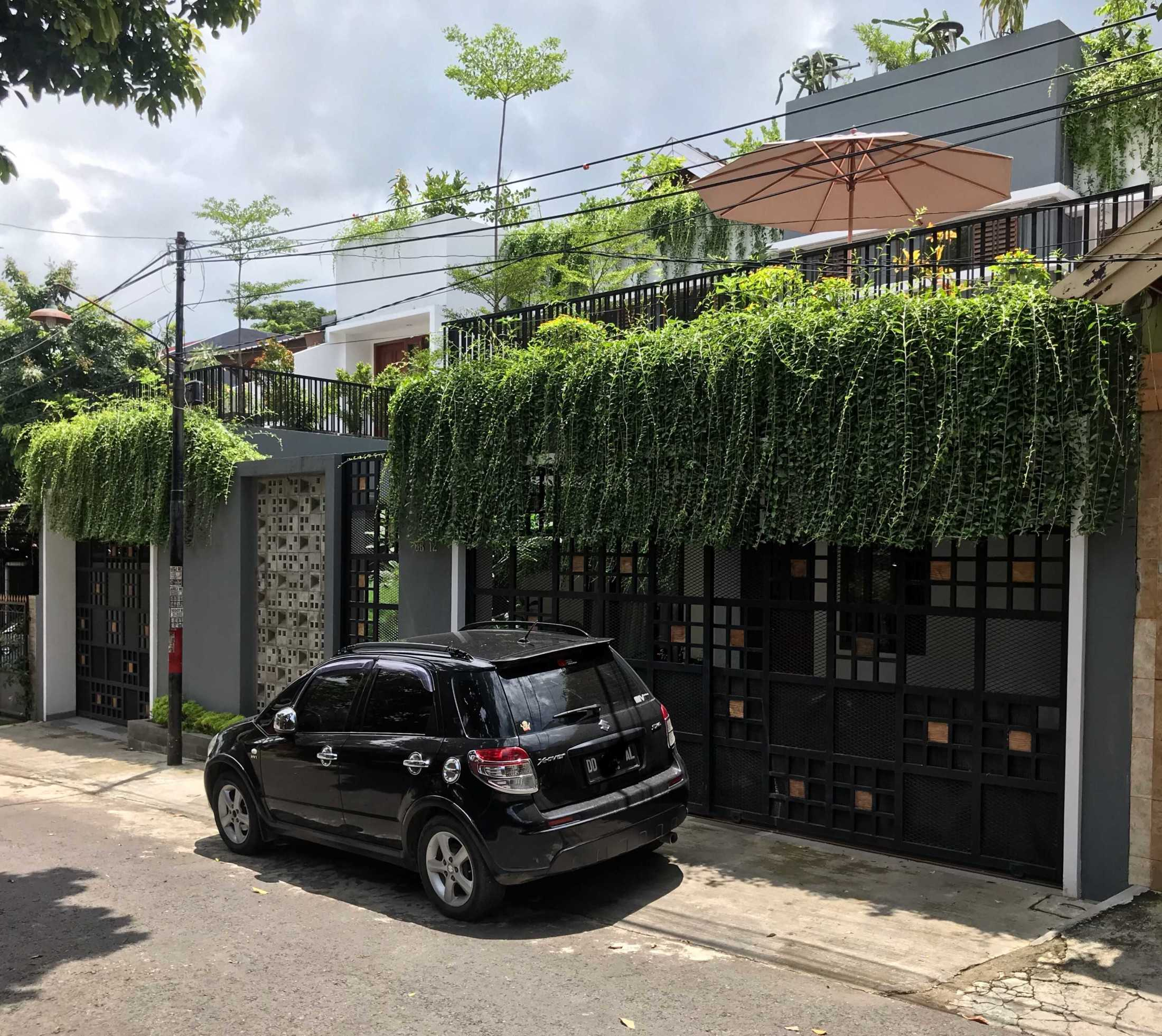 MIV Architects (Ar. Muhammad Ikhsan Hamiru, IAI & Partners) di Makassar