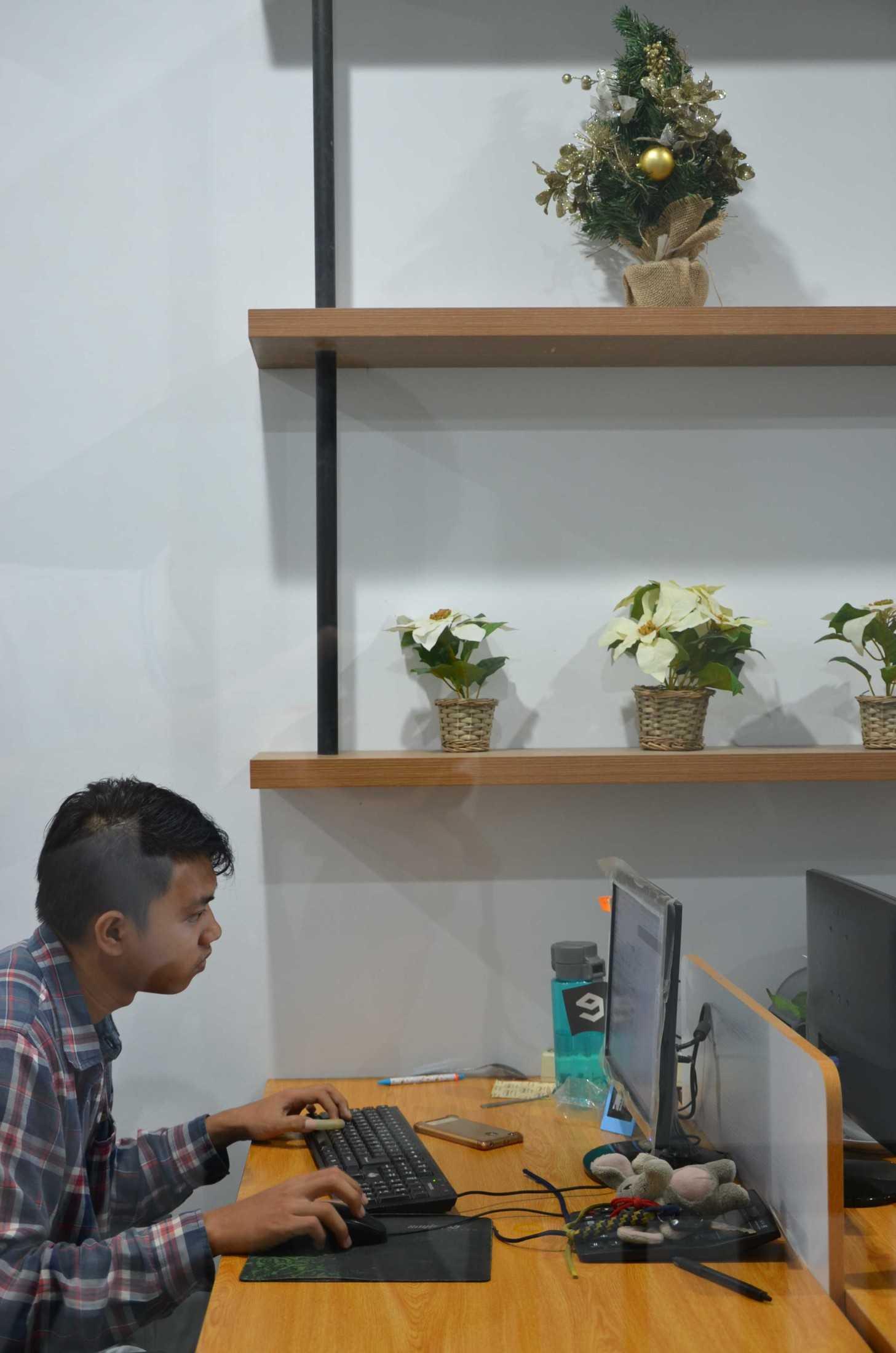 Atelier Ara Godric Store Tangerang, Banten, Indonesia Jl. Green Lake City Boulevard, Duri Kosambi, Cengkareng, Kota Jakarta Barat, Daerah Khusus Ibukota Jakarta 11750, Indonesia Atelier-Ara-Godric-Store  68260