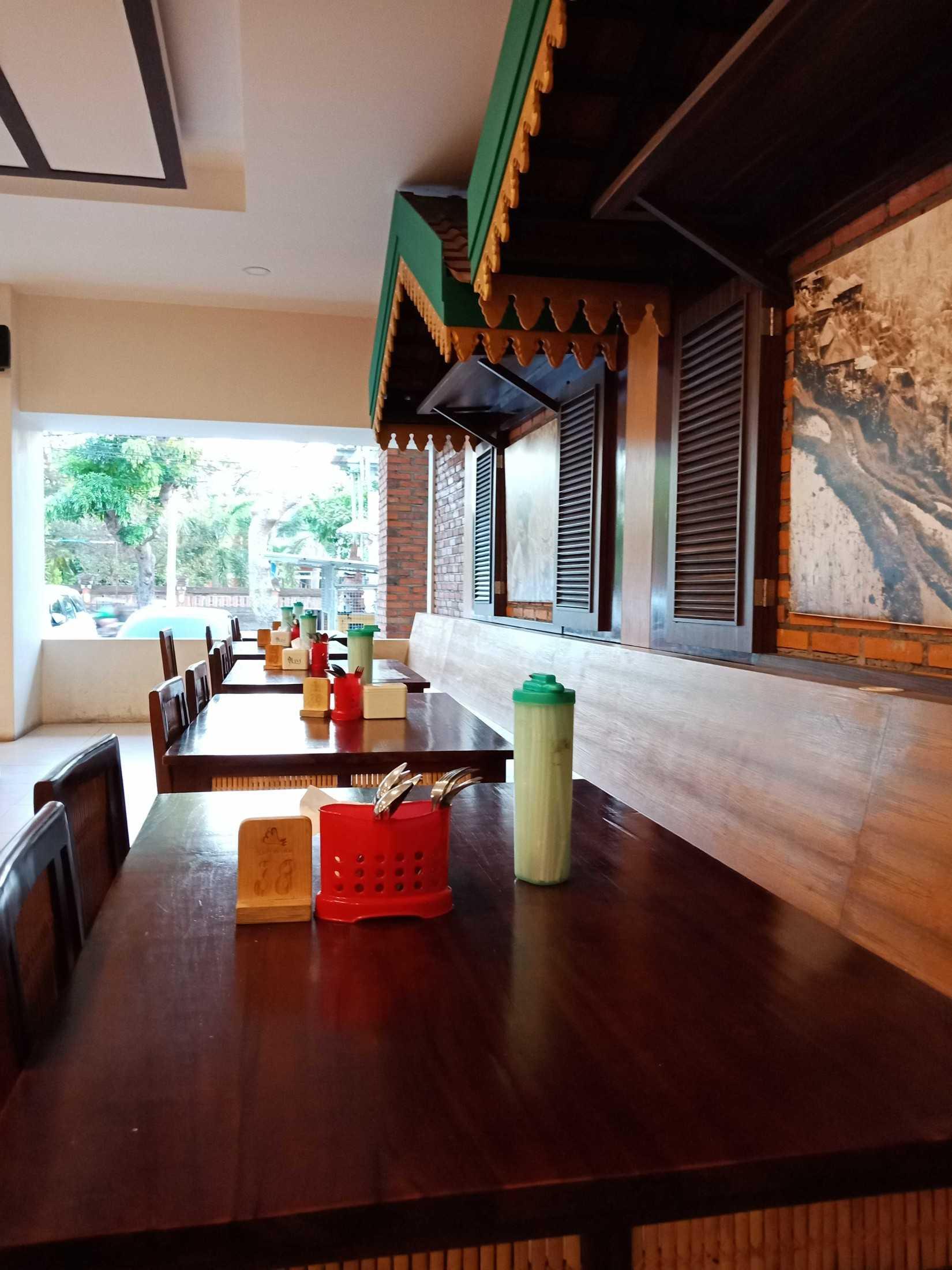 Roku+Architects Restaurant Lombok Idjo Renon Renon, Kec. Denpasar Sel., Kota Denpasar, Bali, Indonesia Renon, Kec. Denpasar Sel., Kota Denpasar, Bali, Indonesia Rokuarchitects-Restaurant-Lombok-Idjo-Renon  115896