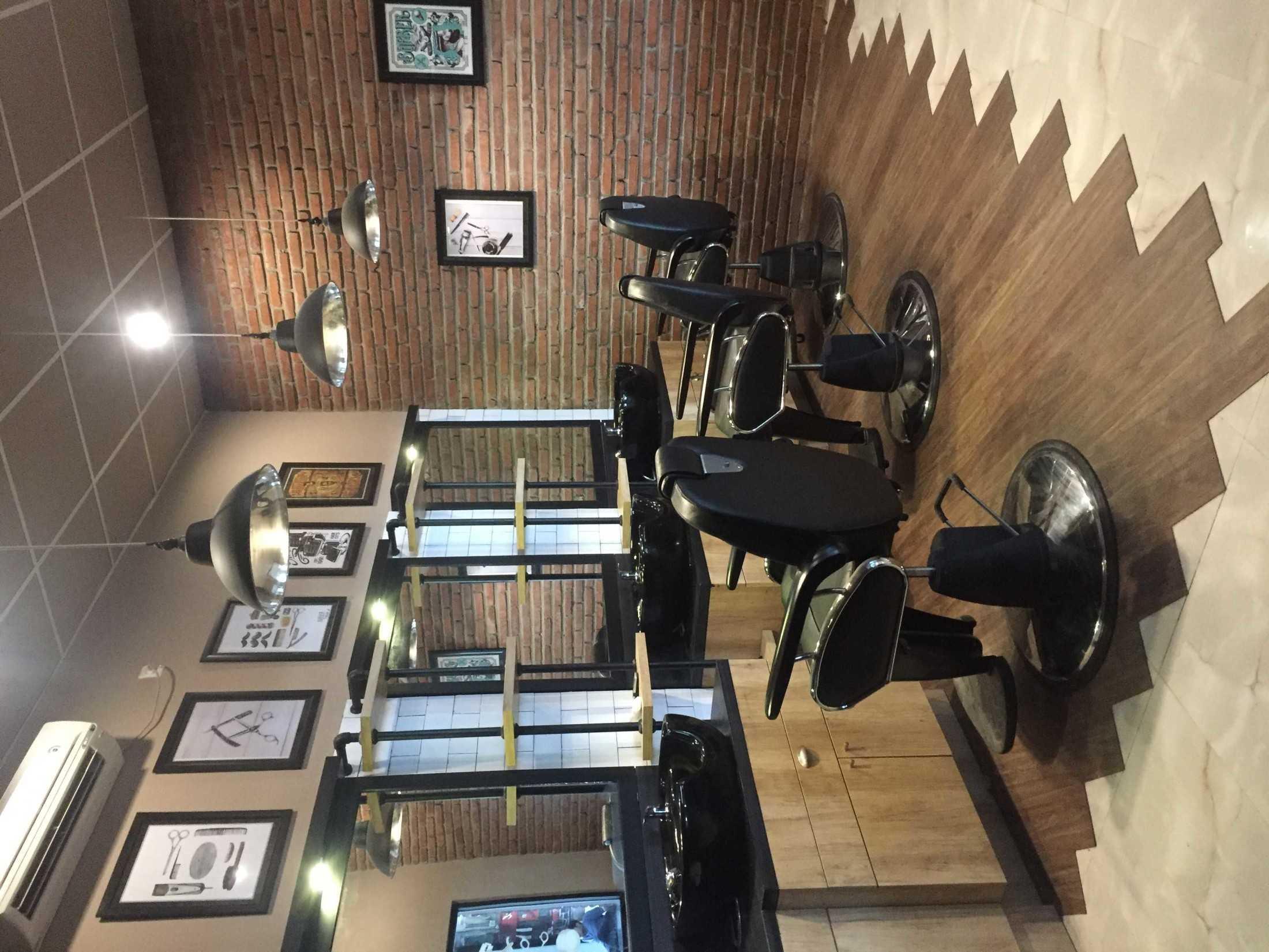 Aditya Wira Hardi Design Interior Barbershop Kabupaten Sidoarjo, Jawa Timur, Indonesia Kabupaten Sidoarjo, Jawa Timur, Indonesia Aditya-Wira-Hardi-Design-Interior-Barbershop  66092