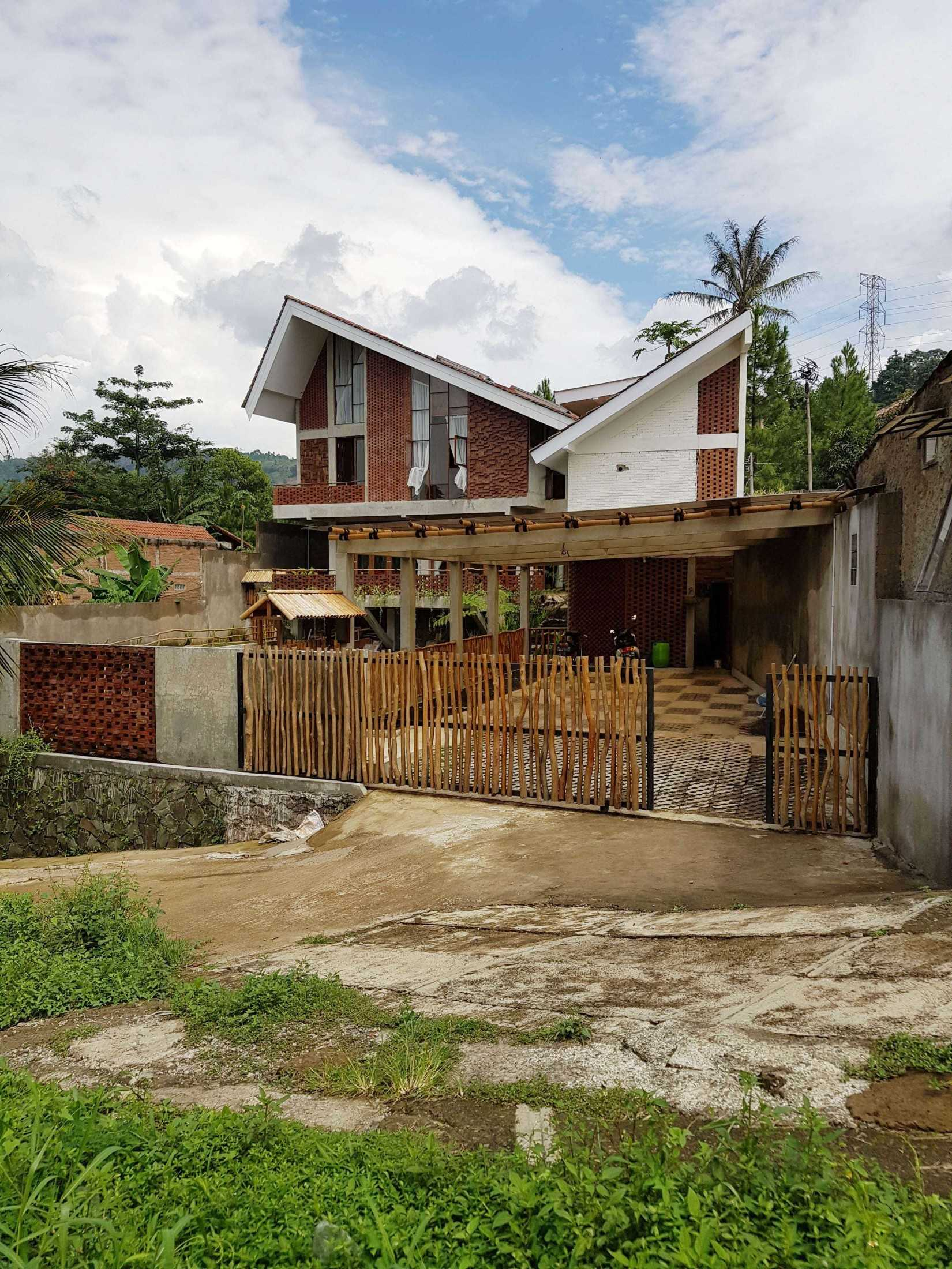 Junge Architekt Studio Imah Bata Villa, Bandung Indonesia Sindanglaya, Cimenyan, Bandung, Jawa Barat, Indonesia Sindanglaya, Cimenyan, Bandung, Jawa Barat, Indonesia Junge-Architekt-Studio-Imah-Bata-Villa-Bandung-Indonesia  67748