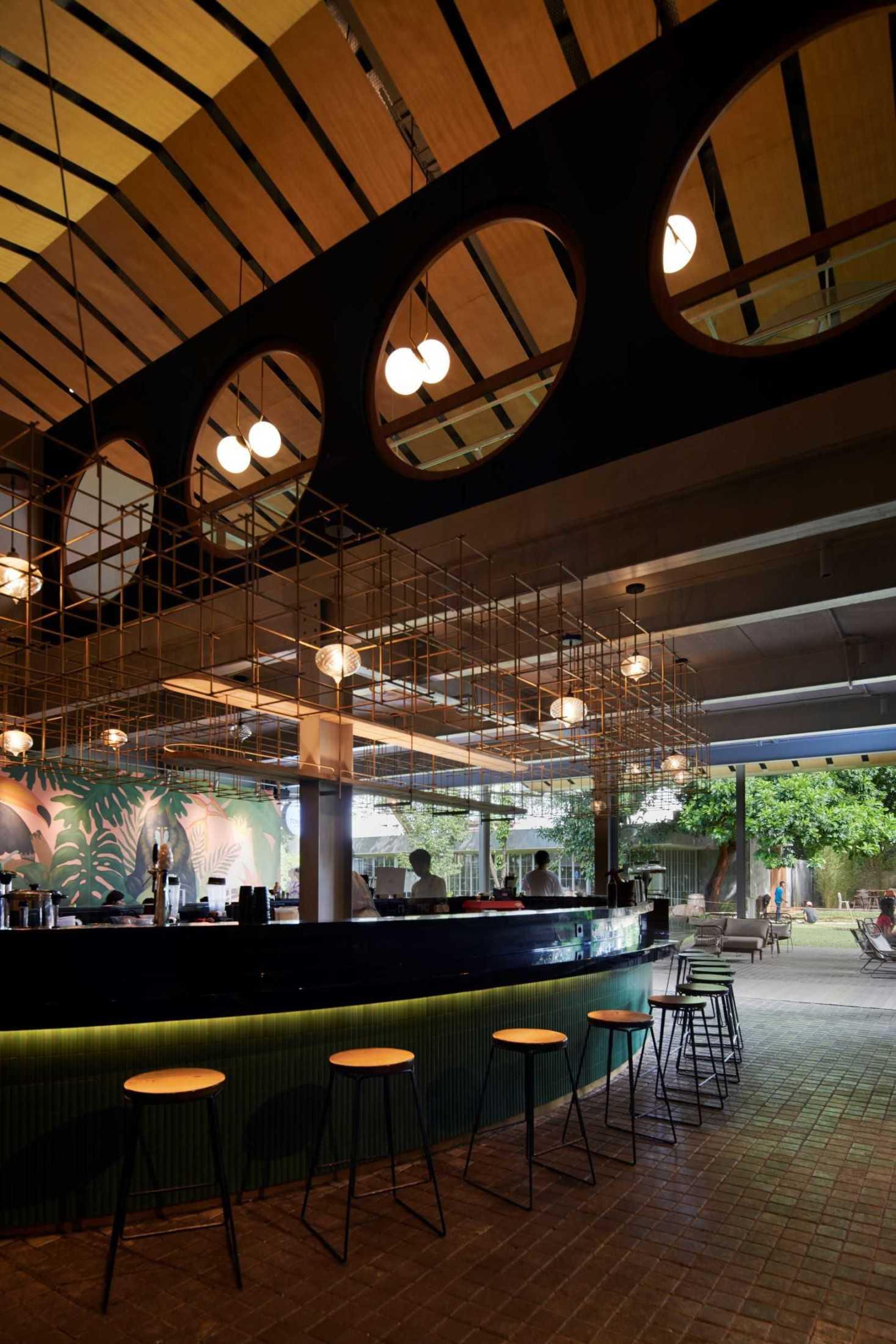 Hadivincent Architects Oval Bar Ciumbuleuit, Cidadap, Kota Bandung, Jawa Barat, Indonesia Ciumbuleuit, Cidadap, Kota Bandung, Jawa Barat, Indonesia Hadivincent-Architects-Oval-Bar  71519