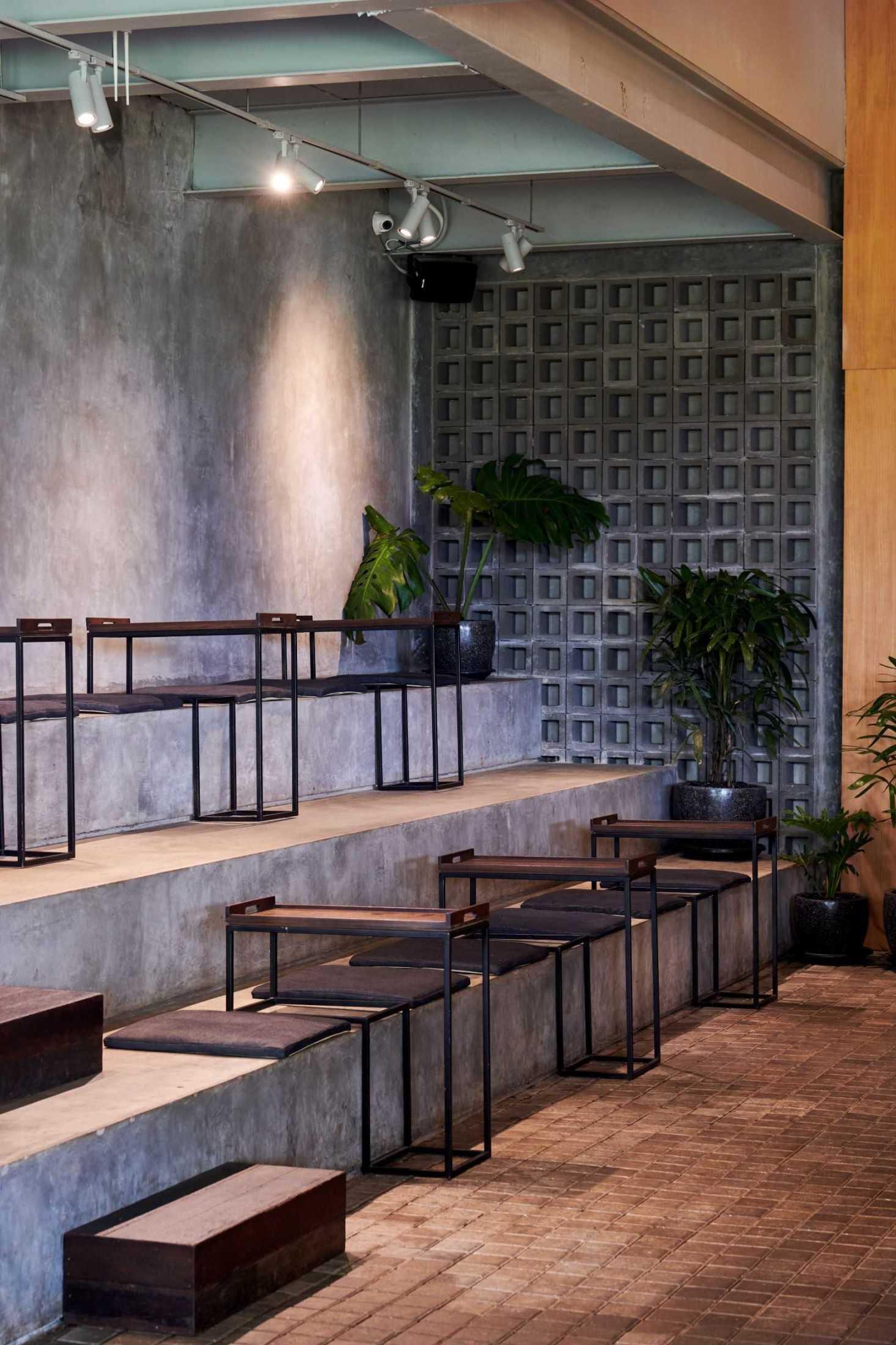 Hadivincent Architects Oval Bar Ciumbuleuit, Cidadap, Kota Bandung, Jawa Barat, Indonesia Ciumbuleuit, Cidadap, Kota Bandung, Jawa Barat, Indonesia Hadivincent-Architects-Oval-Bar  71521