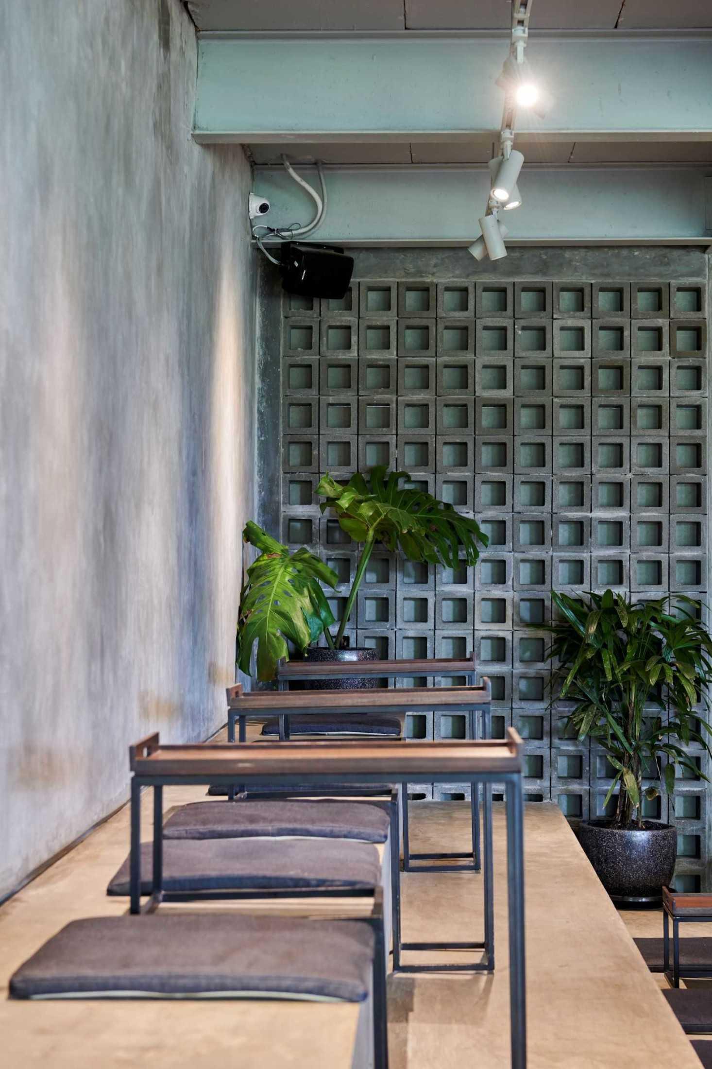 Hadivincent Architects Oval Bar Ciumbuleuit, Cidadap, Kota Bandung, Jawa Barat, Indonesia Ciumbuleuit, Cidadap, Kota Bandung, Jawa Barat, Indonesia Hadivincent-Architects-Oval-Bar  71523