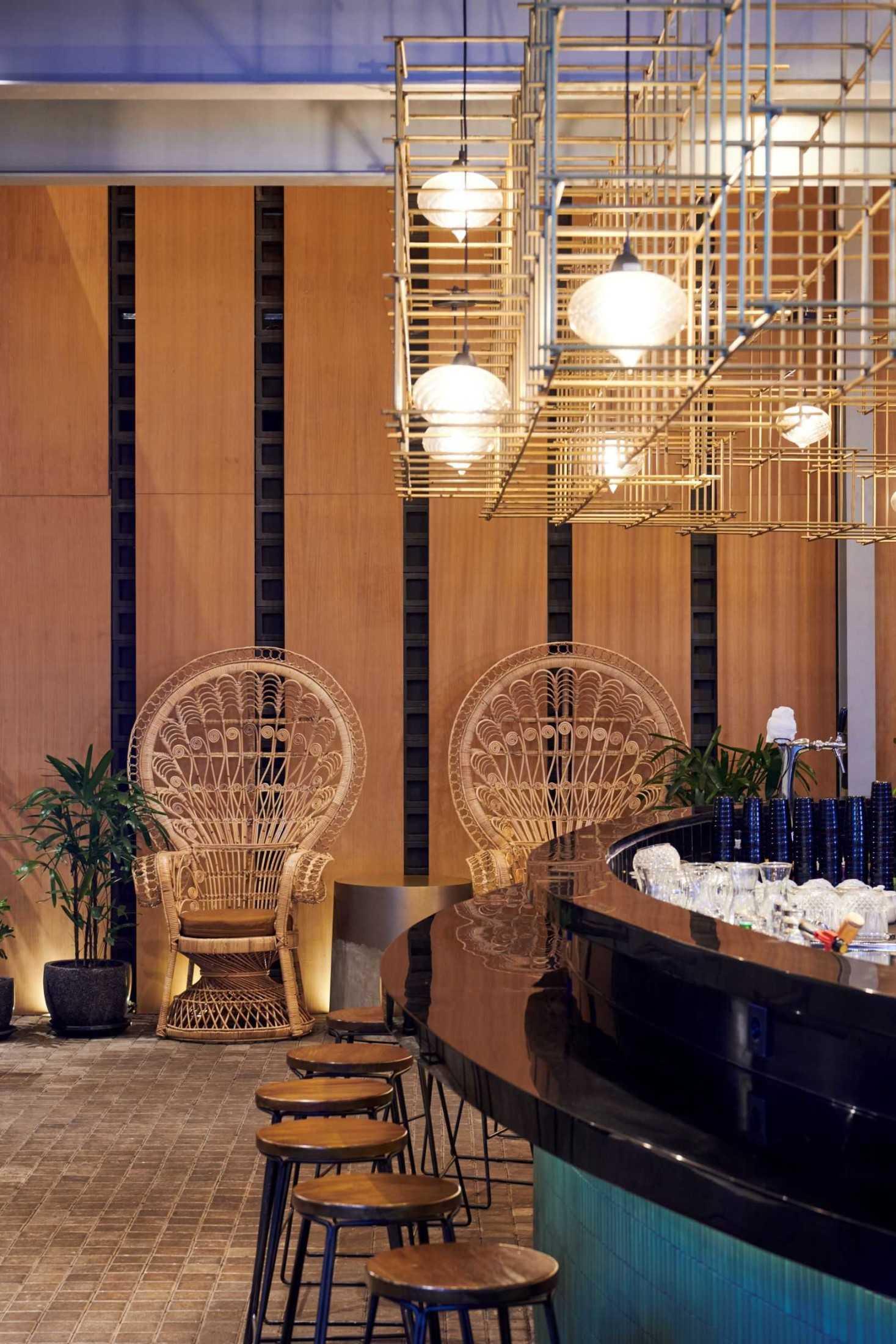Hadivincent Architects Oval Bar Ciumbuleuit, Cidadap, Kota Bandung, Jawa Barat, Indonesia Ciumbuleuit, Cidadap, Kota Bandung, Jawa Barat, Indonesia Hadivincent-Architects-Oval-Bar  71525