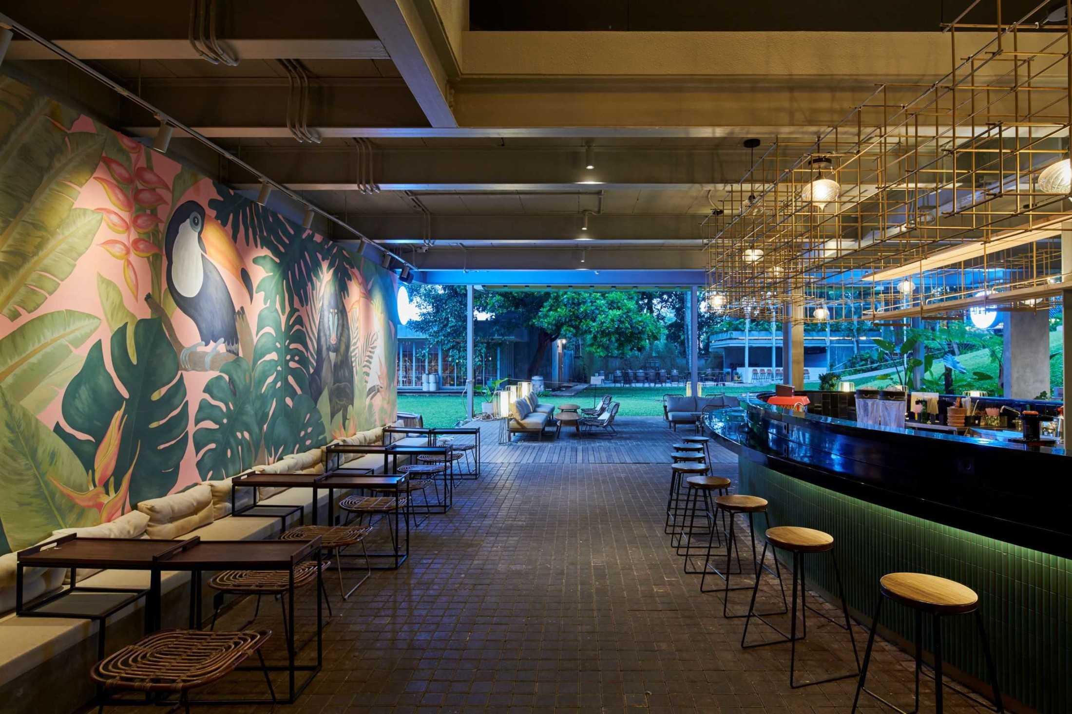 Hadivincent Architects Oval Bar Ciumbuleuit, Cidadap, Kota Bandung, Jawa Barat, Indonesia Ciumbuleuit, Cidadap, Kota Bandung, Jawa Barat, Indonesia Hadivincent-Architects-Oval-Bar  71527