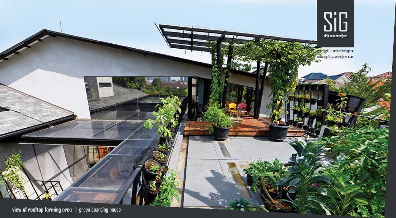 Foto inspirasi ide desain taman Sigitkusumawijaya-architect-urbandesigner-rumah-beranda-green-boarding-house oleh sigit.kusumawijaya | architect & urbandesigner di Arsitag