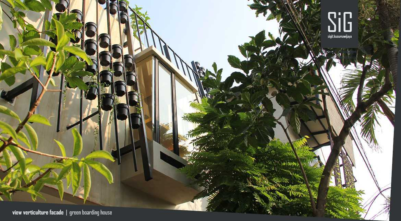 Sigit.kusumawijaya | Architect & Urbandesigner Rumah Beranda - Green Boarding House Cipete, South Jakarta, Indonesia Cipete, South Jakarta, Indonesia Sigitkusumawijaya-Architect-Urbandesigner-Rumah-Beranda-Green-Boarding-House Industrial 55004