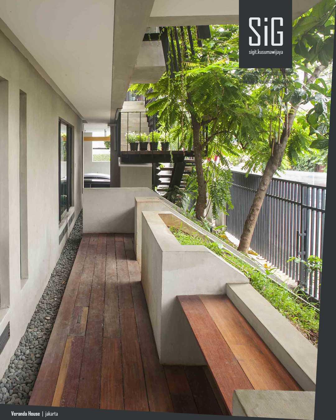 Sigit.kusumawijaya | Architect & Urbandesigner Rumah Beranda - Green Boarding House Cipete, South Jakarta, Indonesia Cipete, South Jakarta, Indonesia Sigitkusumawijaya-Architect-Urbandesigner-Rumah-Beranda-Green-Boarding-House Industrial 55006