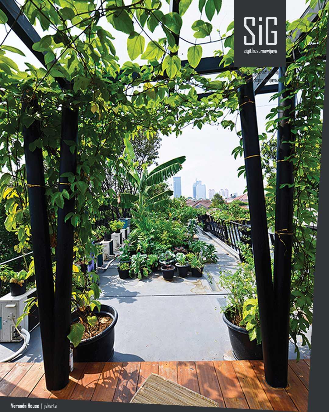 Sigit.kusumawijaya | Architect & Urbandesigner Rumah Beranda - Green Boarding House Cipete, South Jakarta, Indonesia Cipete, South Jakarta, Indonesia Sigitkusumawijaya-Architect-Urbandesigner-Rumah-Beranda-Green-Boarding-House Tropis 55010
