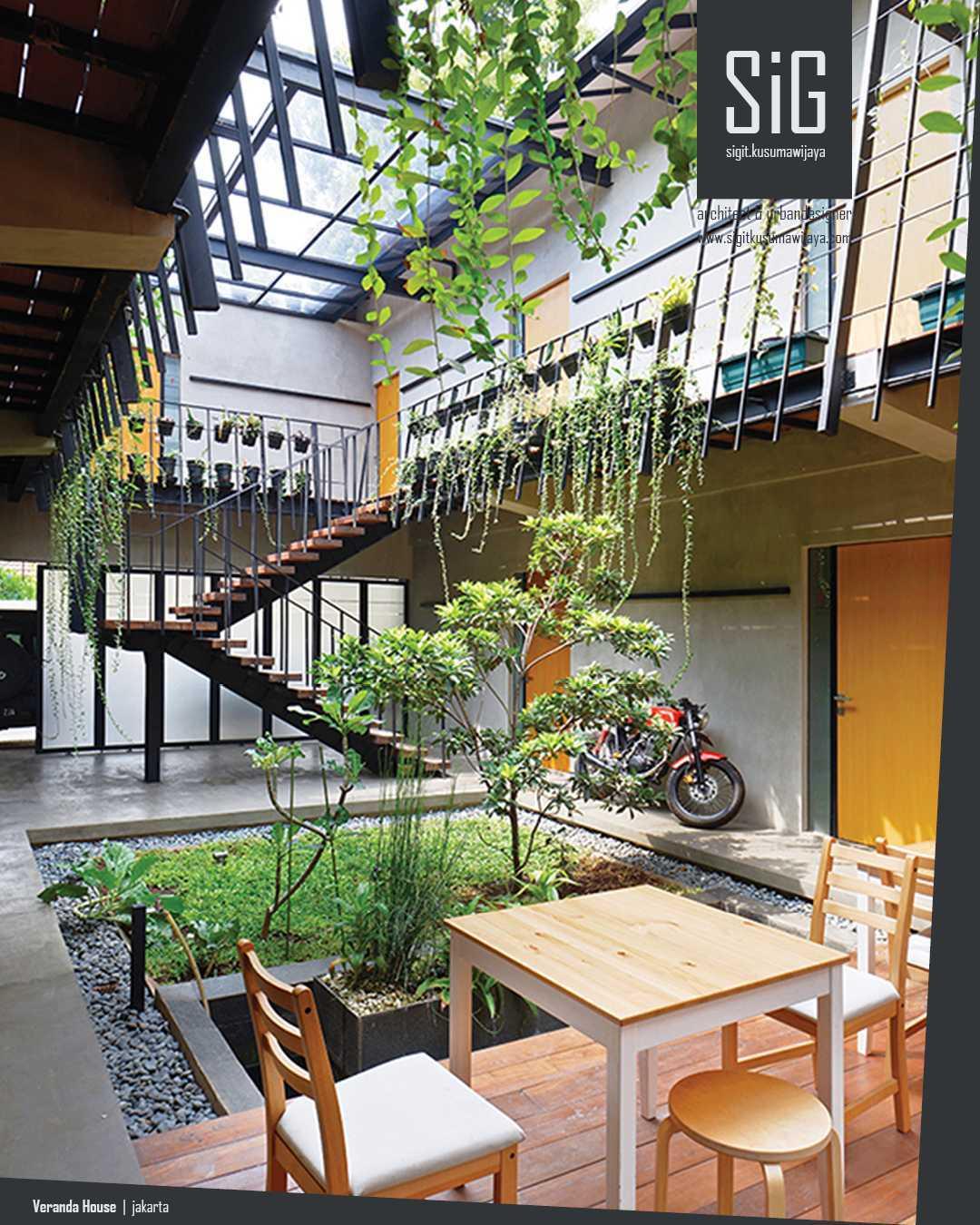 Sigit.kusumawijaya | Architect & Urbandesigner Rumah Beranda - Green Boarding House Cipete, South Jakarta, Indonesia Cipete, South Jakarta, Indonesia Sigitkusumawijaya-Architect-Urbandesigner-Rumah-Beranda-Green-Boarding-House Tropis 55011