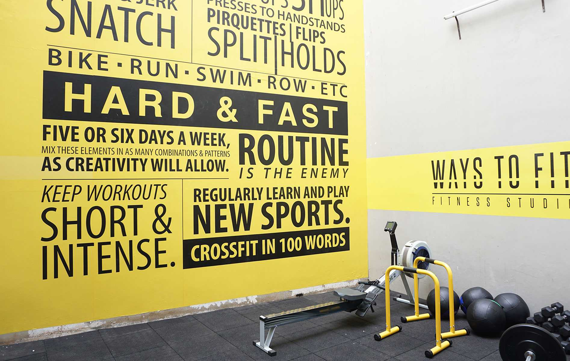 Foto inspirasi ide desain gym industrial Gym area oleh Vindo Design di Arsitag