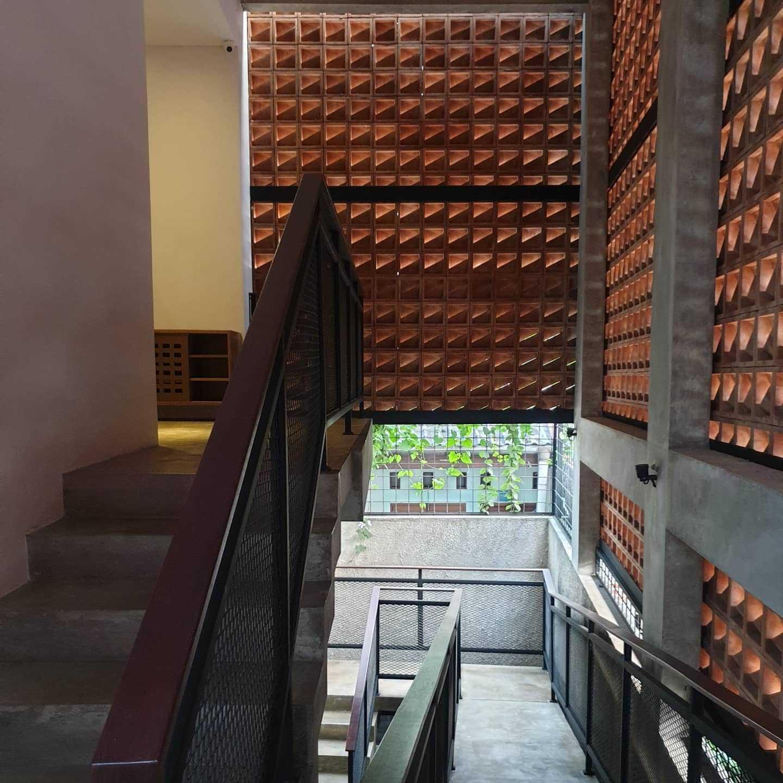 Yasa+ W-House Kec. Ciledug, Kota Tangerang, Banten, Indonesia Kec. Ciledug, Kota Tangerang, Banten, Indonesia Yasa-W-House  100470