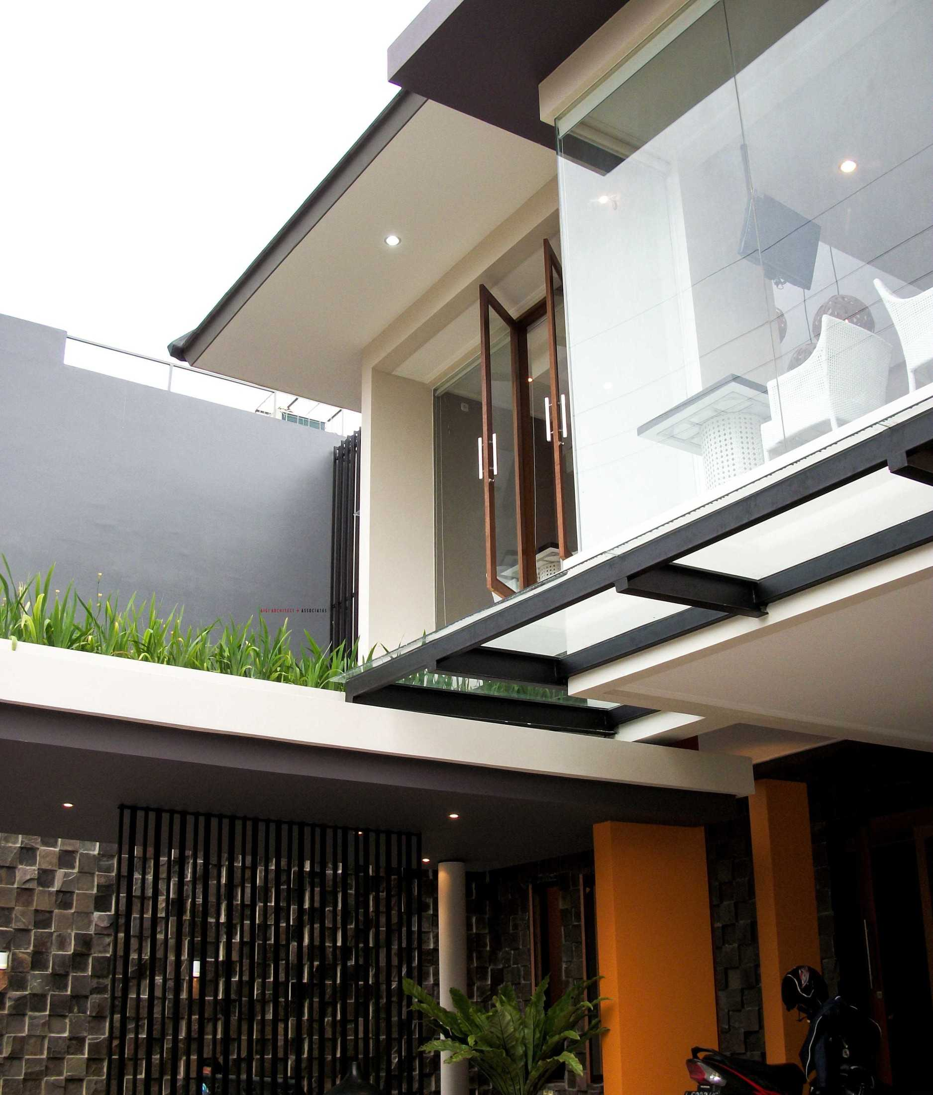 Jasa Arsitek Arnold Iskandar G Intan di Surabaya