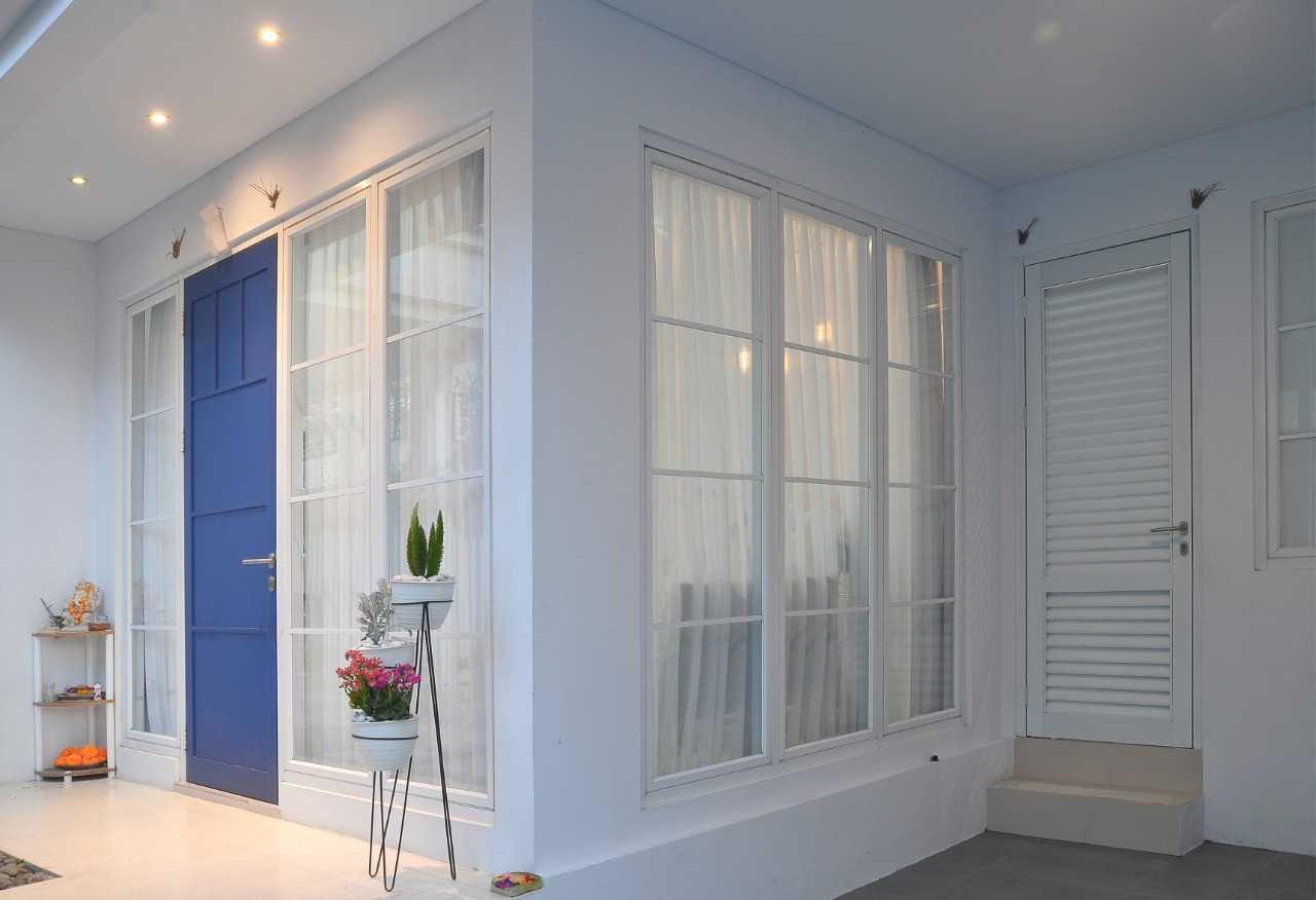 Putri Bali Design White House With The Blue Door Bali, Indonesia Bali, Indonesia Putri-Bali-Design-White-House-With-The-Blue-Door  79717