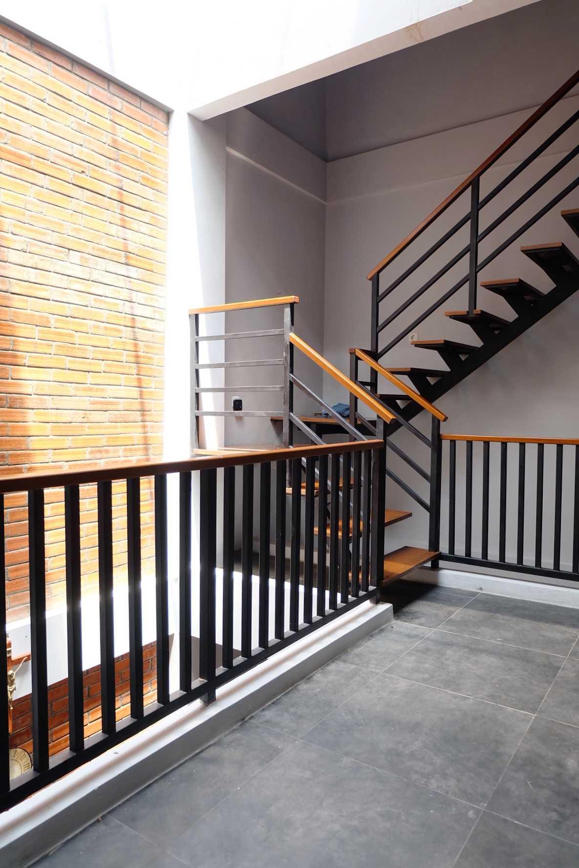 Foto inspirasi ide desain atap industrial Fiano-rumah-mertilang oleh FIANO di Arsitag
