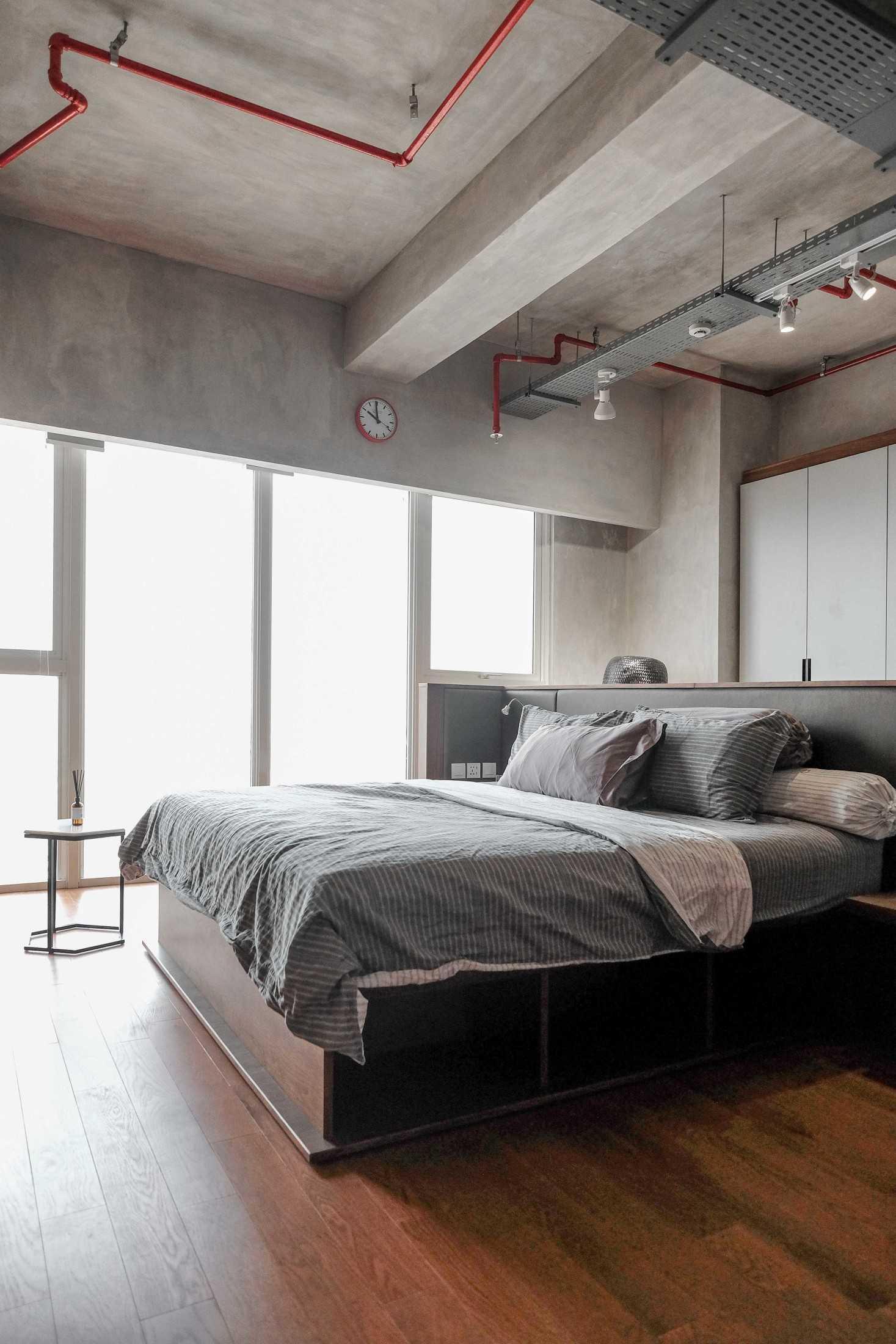 Foto inspirasi ide desain kamar tidur industrial Industrial bedroom oleh FIANO di Arsitag