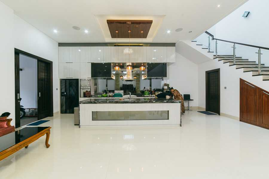 Studio Jaj Jasa Arsitek Jakarta Rumah 2 Lantai Style Bali Modern Jakarta, Daerah Khusus Ibukota Jakarta, Indonesia Jakarta, Daerah Khusus Ibukota Jakarta, Indonesia Studio-Jaj-Rumah-2-Lantai-Style-Bali-Modern  88090