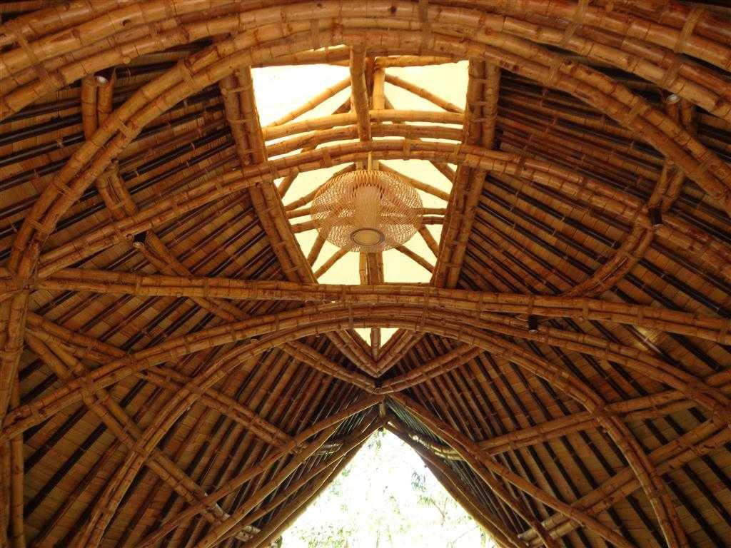 Foto inspirasi ide desain atap Agung-budi-raharsa-permata-ayung-bamboo-spa-wellness-center oleh Agung Budi Raharsa | Architecture & Engineering di Arsitag
