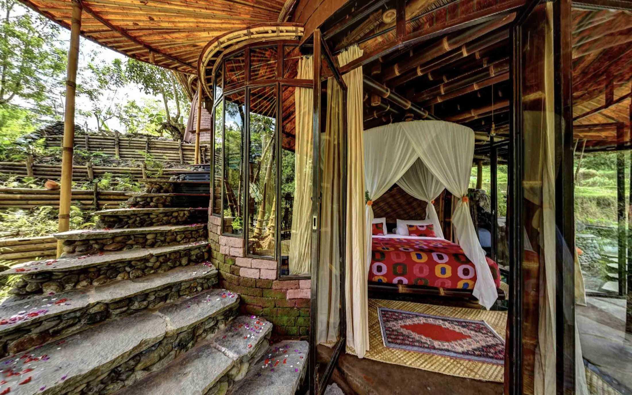 Agung Budi Raharsa | Architecture & Engineering Riverbend Bamboo House - Bali Bali, Indonesia Bali, Indonesia Courtyard Tropical 88705