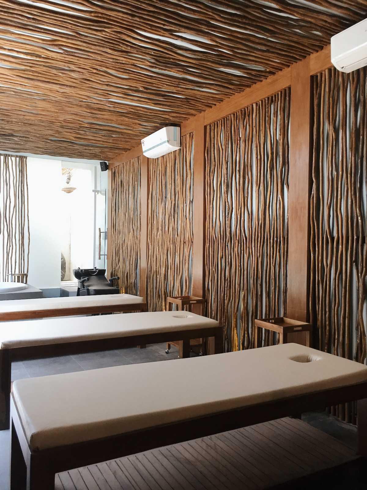 Sume Interior Taman Air Spa Jl. Sunset Road No.88, Kuta, Kabupaten Badung, Bali 80361, Indonesia Jl. Sunset Road No.88, Kuta, Kabupaten Badung, Bali 80361, Indonesia Sume-Interior-Taman-Air-Spa-Treatment-Room  101118