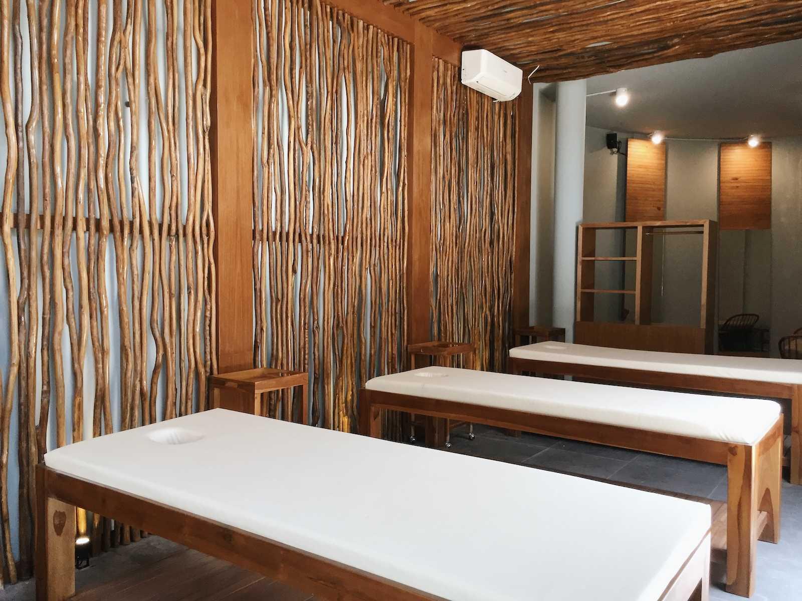 Sume Interior Taman Air Spa Jl. Sunset Road No.88, Kuta, Kabupaten Badung, Bali 80361, Indonesia Jl. Sunset Road No.88, Kuta, Kabupaten Badung, Bali 80361, Indonesia Sume-Interior-Taman-Air-Spa-Treatment-Room  101119