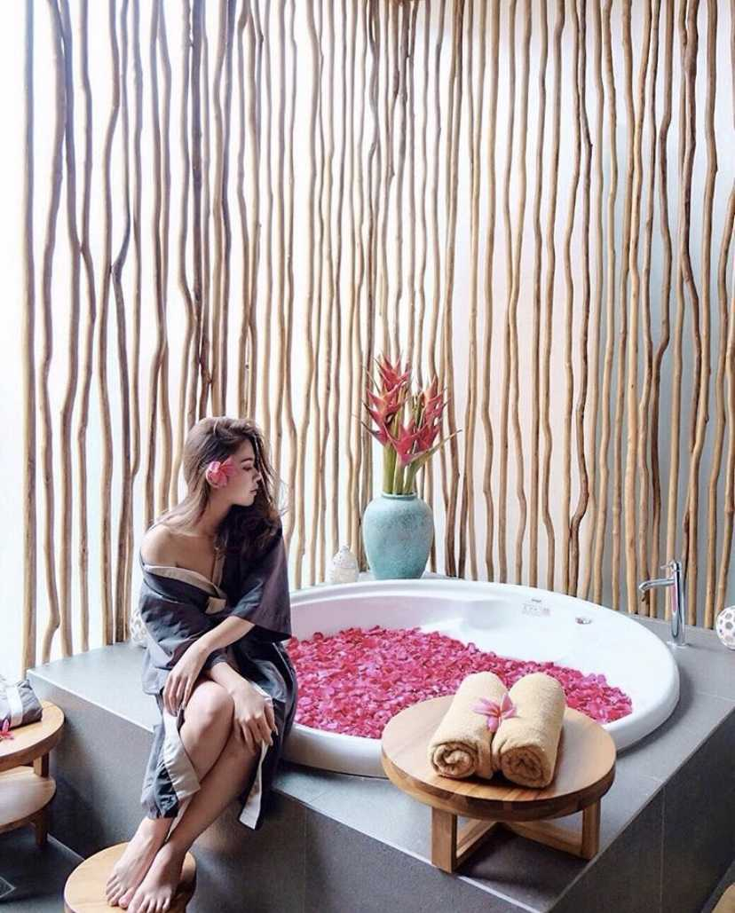 Sume Interior Taman Air Spa Jl. Sunset Road No.88, Kuta, Kabupaten Badung, Bali 80361, Indonesia Jl. Sunset Road No.88, Kuta, Kabupaten Badung, Bali 80361, Indonesia Sume-Interior-Taman-Air-Spa-Treatment-Room  101124