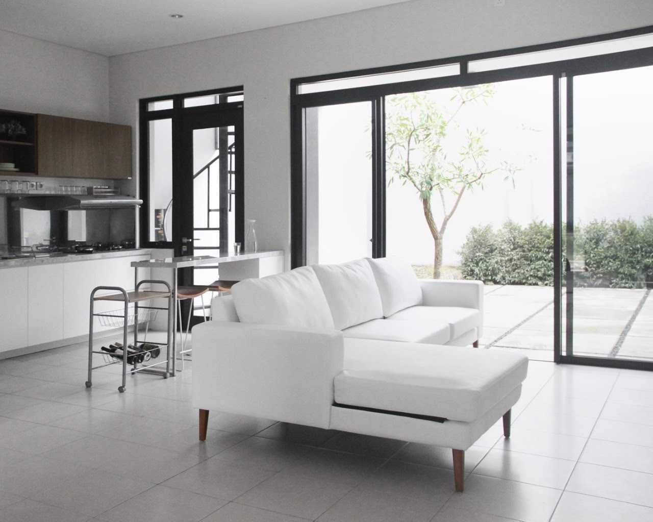 Foto inspirasi ide desain ruang keluarga skandinavia Arkitektid-ajs-backyard oleh arkitekt.id di Arsitag