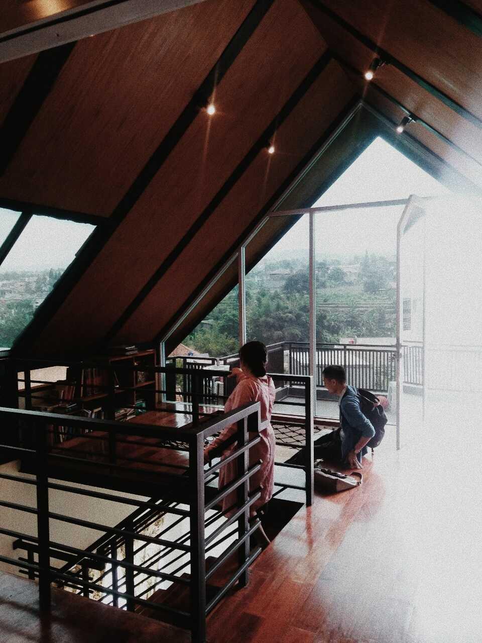 Qavah Architect Attic House Renovation Gegerkalong, Kec. Sukasari, Kota Bandung, Jawa Barat, Indonesia Gegerkalong, Kec. Sukasari, Kota Bandung, Jawa Barat, Indonesia Qavah-Architect-Attic-House-Renovation  90451