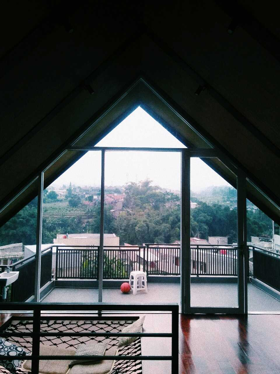 Qavah Architect Attic House Renovation Gegerkalong, Kec. Sukasari, Kota Bandung, Jawa Barat, Indonesia Gegerkalong, Kec. Sukasari, Kota Bandung, Jawa Barat, Indonesia Qavah-Architect-Attic-House-Renovation  90453