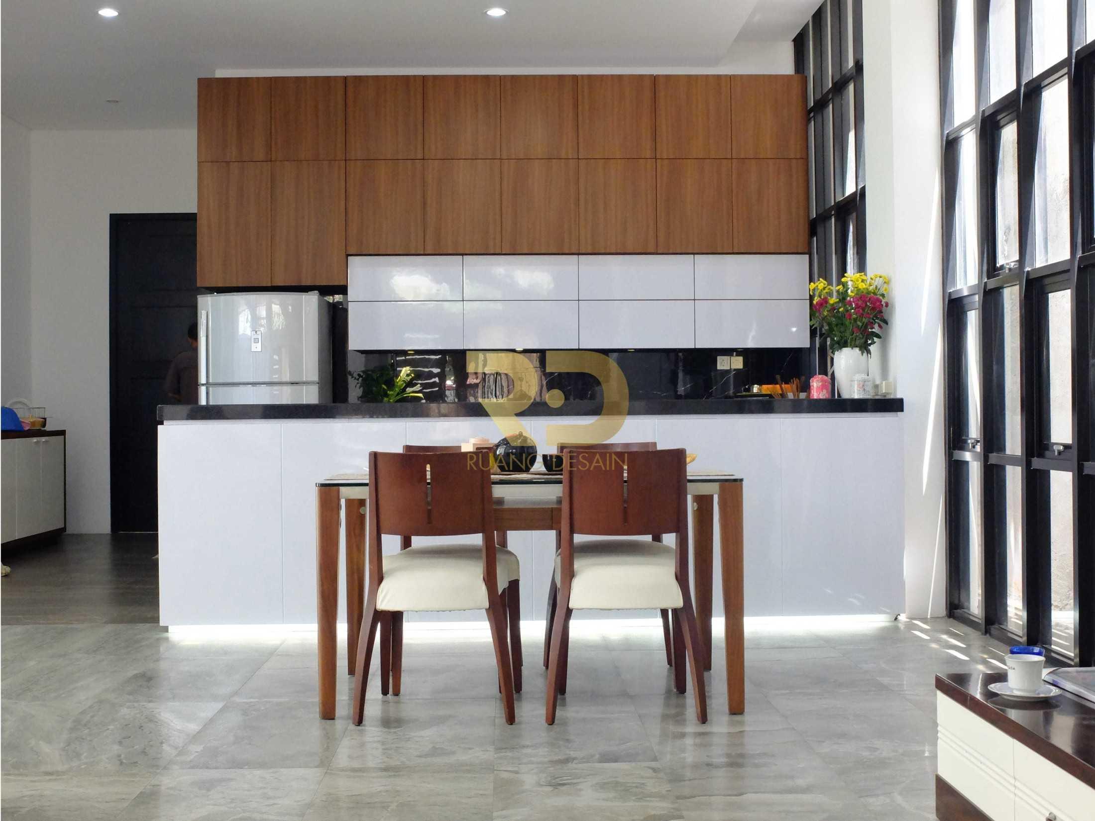 Ruang Desain White And Wood Surabaya, Kota Sby, Jawa Timur, Indonesia Surabaya, Kota Sby, Jawa Timur, Indonesia Ruang-Desain-White-And-Wood  92000