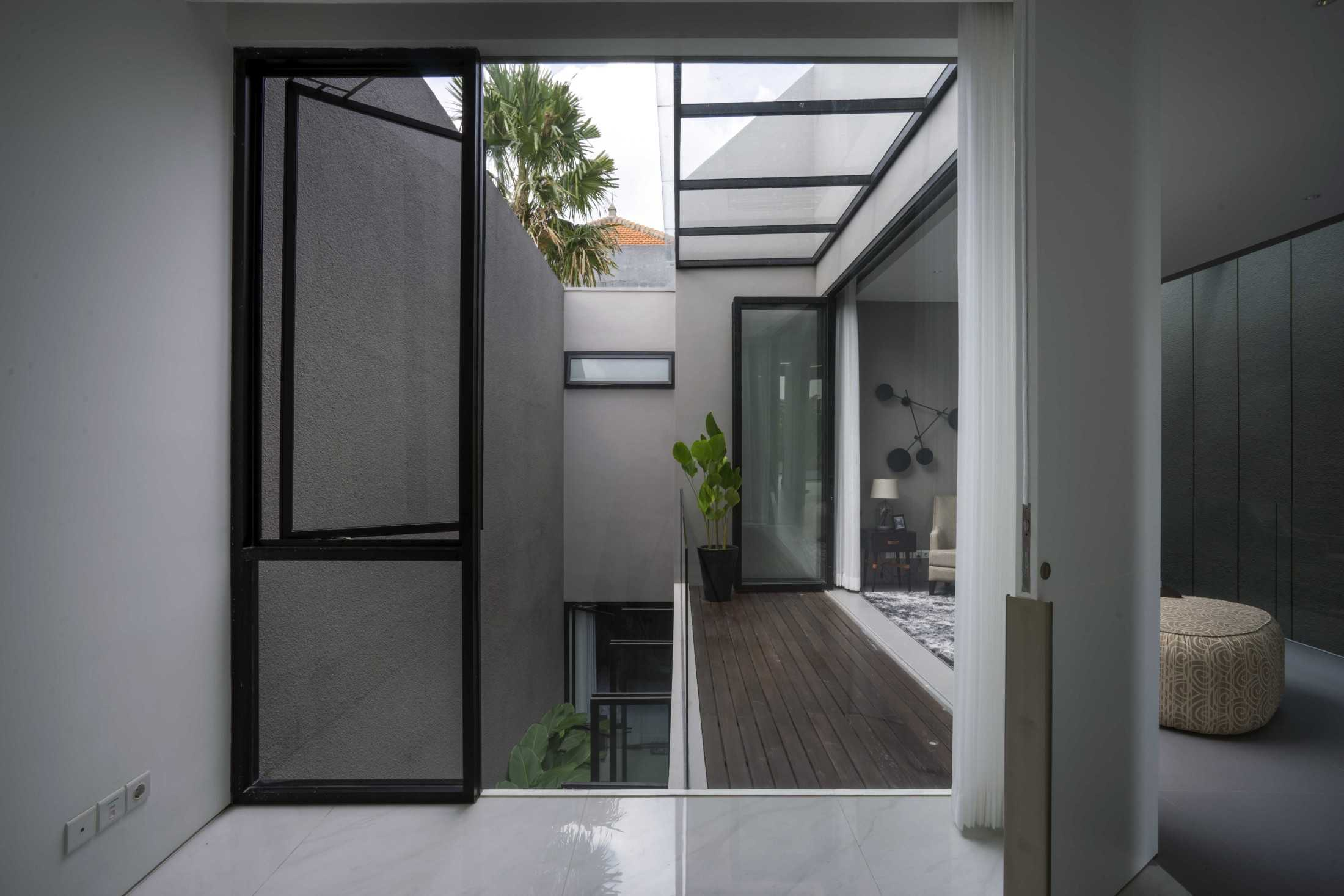 Simple Projects Architecture 'hhh' House Surabaya, Kota Sby, Jawa Timur, Indonesia  Simple-Projects-Architecture-Hhh-House  75031