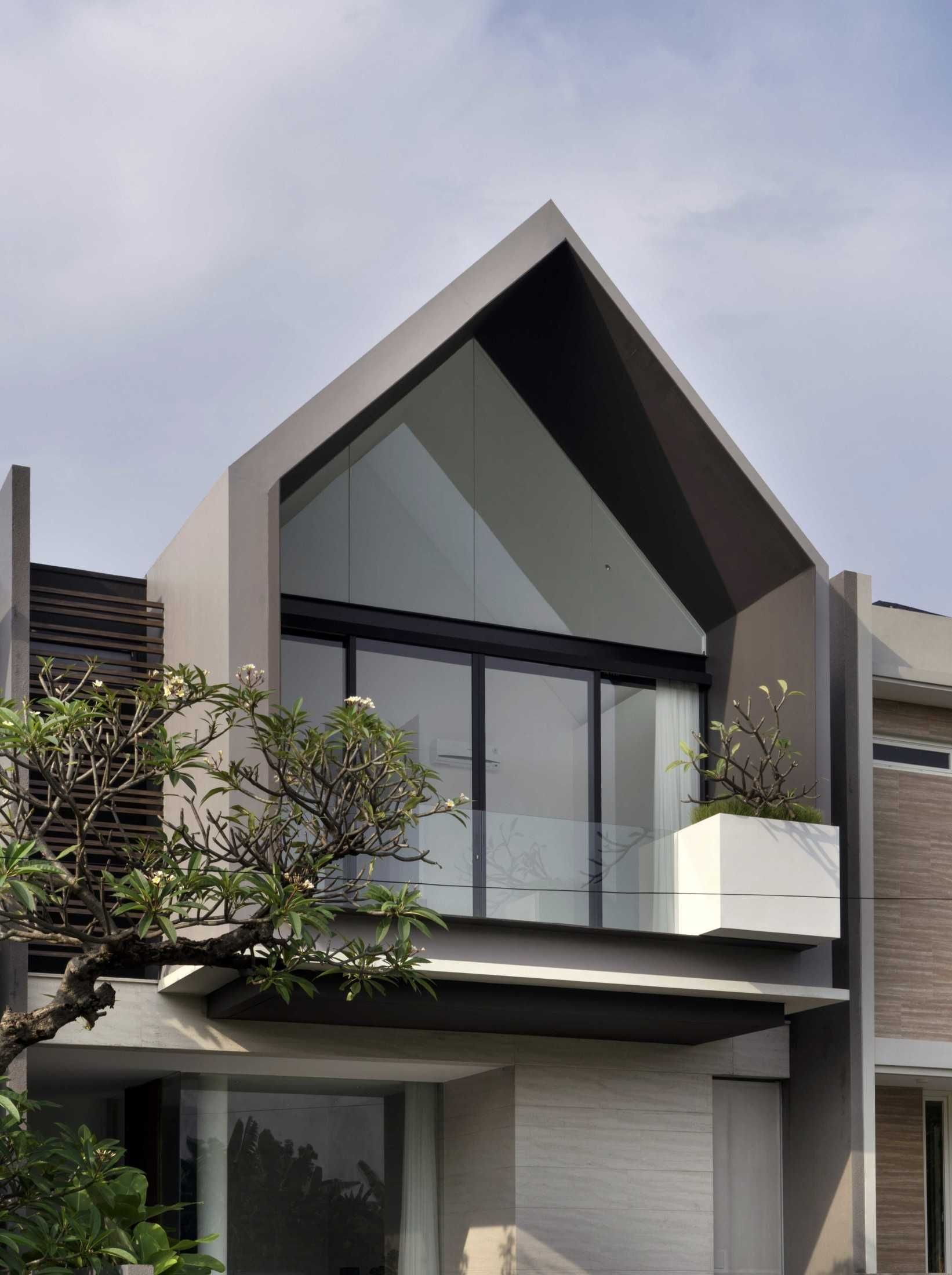 Simple Projects Architecture 'hhh' House Surabaya, Kota Sby, Jawa Timur, Indonesia  Simple-Projects-Architecture-Hhh-House  75042