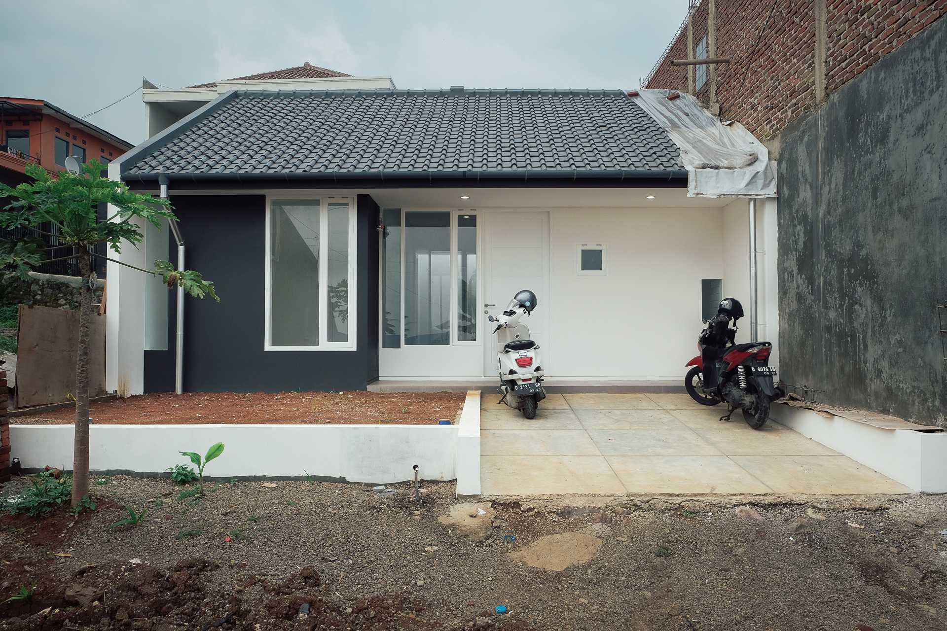 Mid Works Gmw House Jatihandap, Kec. Mandalajati, Kota Bandung, Jawa Barat, Indonesia Jatihandap, Kec. Mandalajati, Kota Bandung, Jawa Barat, Indonesia Mid-Works-Gmw-House  94658