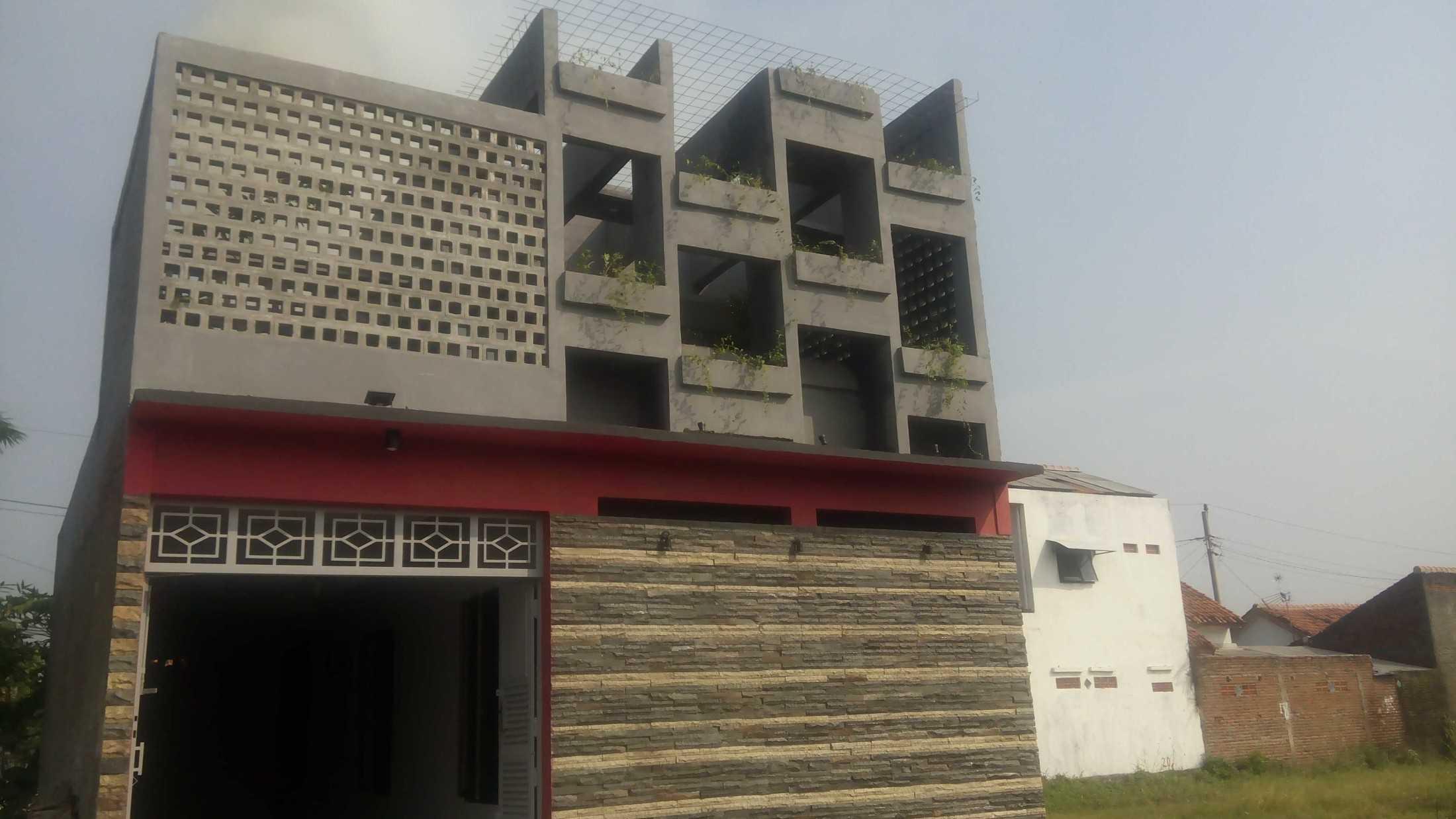 Astabumi Studio Omah Taman Singgah Tegal Tegal, Kota Tegal, Jawa Tengah, Indonesia Tegal, Kota Tegal, Jawa Tengah, Indonesia Astabumi-Architect-Interior-Design-Omah-Taman-Singgah-Tegal  84037