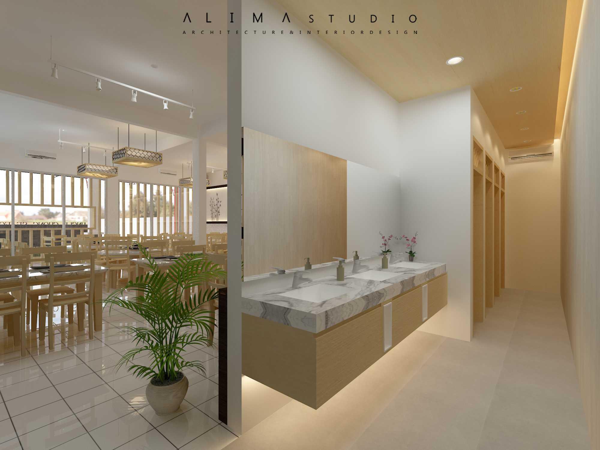 Foto inspirasi ide desain ruang makan asian Alima-studio-uncle-chong-restaurant oleh Alima Studio di Arsitag