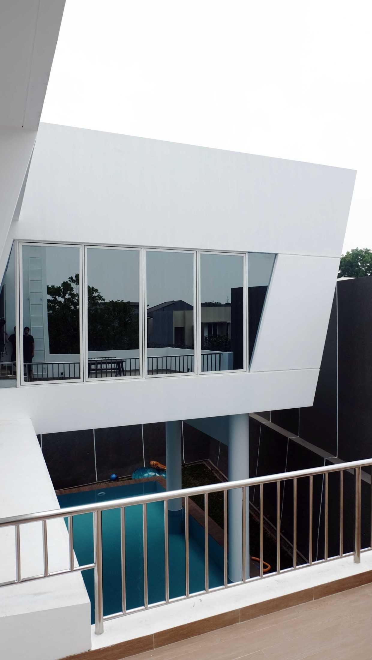 Mahastudio & Partner Italic House, Cibubur Jl. Alternatif Cibubur Km 4, Jatikarya, Jatisampurna, Rt.005/rw.011, Jatisampurna, Kec. Jatisampurna, Kota Bks, Jawa Barat 17435, Indonesia Jatisampurna, Kota Bks, Jawa Barat, Indonesia Mahastudio-Partner-Italic-House-Cibubur  86111
