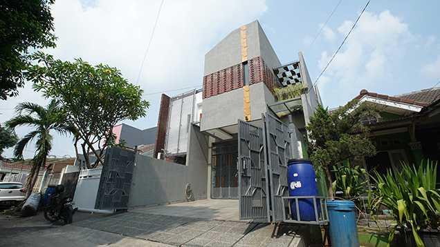 Imron Yusuf-Ifd Architects Solid Void House Bekasi Bar., Kota Bks, Jawa Barat, Indonesia Bekasi Bar., Kota Bks, Jawa Barat, Indonesia Imron-Yusuf-Ifd-Architects-Solid-Void-House Modern 58306