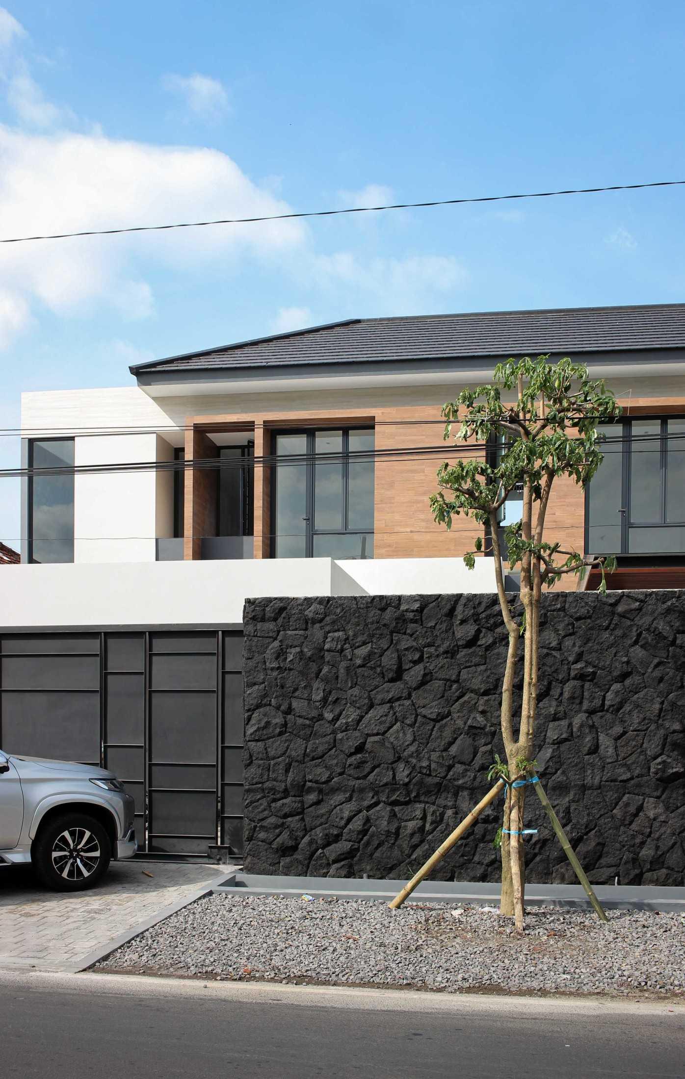Y0 Design Architect S House Kec. Srono, Kabupaten Banyuwangi, Jawa Timur, Indonesia Kec. Srono, Kabupaten Banyuwangi, Jawa Timur, Indonesia Yohanes-Iswara-Limandjaya-S-House  121067