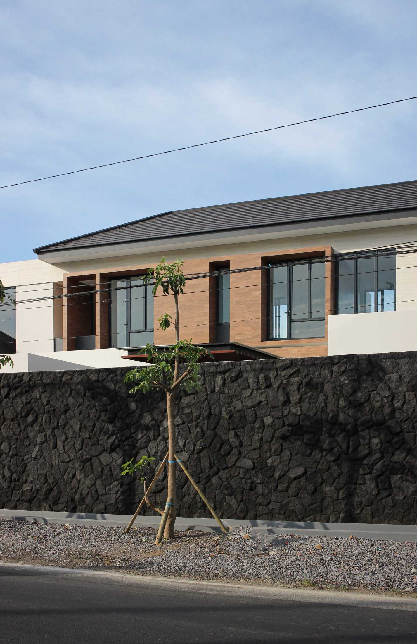 Y0 Design Architect S House Kec. Srono, Kabupaten Banyuwangi, Jawa Timur, Indonesia Kec. Srono, Kabupaten Banyuwangi, Jawa Timur, Indonesia Yohanes-Iswara-Limandjaya-S-House  121074