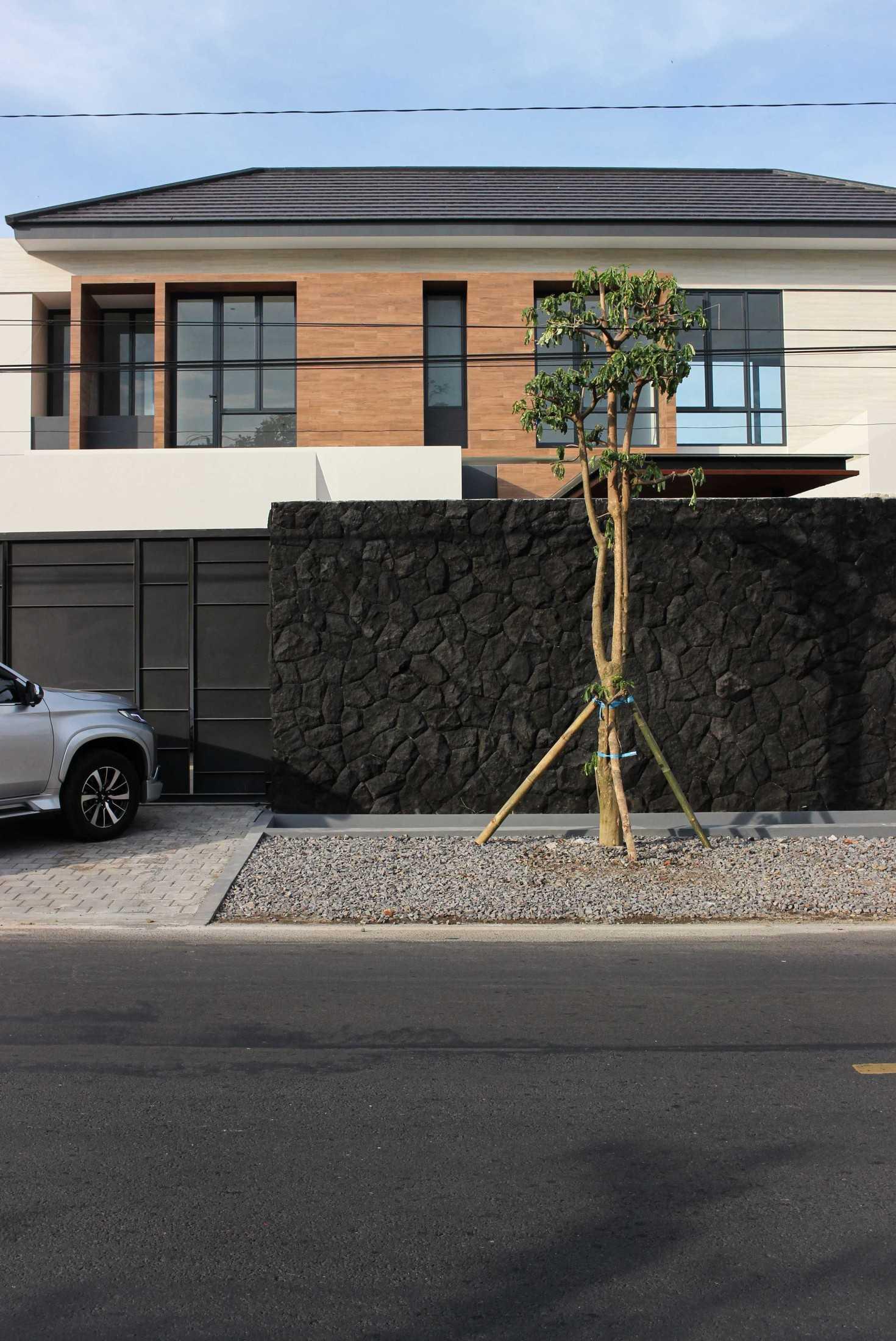 Y0 Design Architect S House Kec. Srono, Kabupaten Banyuwangi, Jawa Timur, Indonesia Kec. Srono, Kabupaten Banyuwangi, Jawa Timur, Indonesia Yohanes-Iswara-Limandjaya-S-House  121075