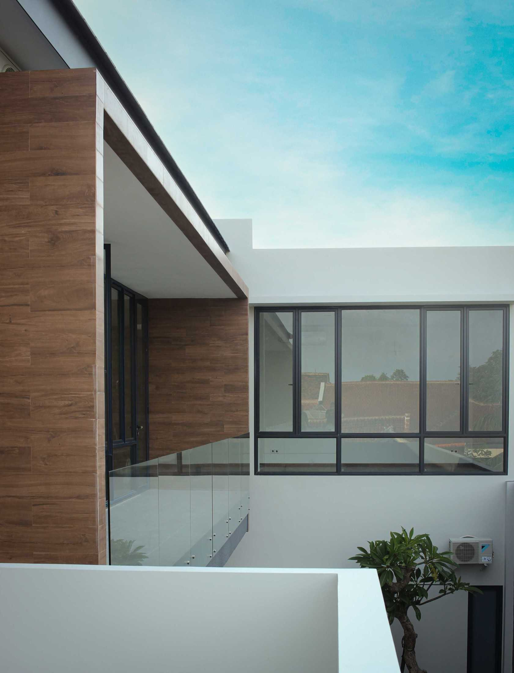Y0 Design Architect S House Kec. Srono, Kabupaten Banyuwangi, Jawa Timur, Indonesia Kec. Srono, Kabupaten Banyuwangi, Jawa Timur, Indonesia Yohanes-Iswara-Limandjaya-S-House  121088