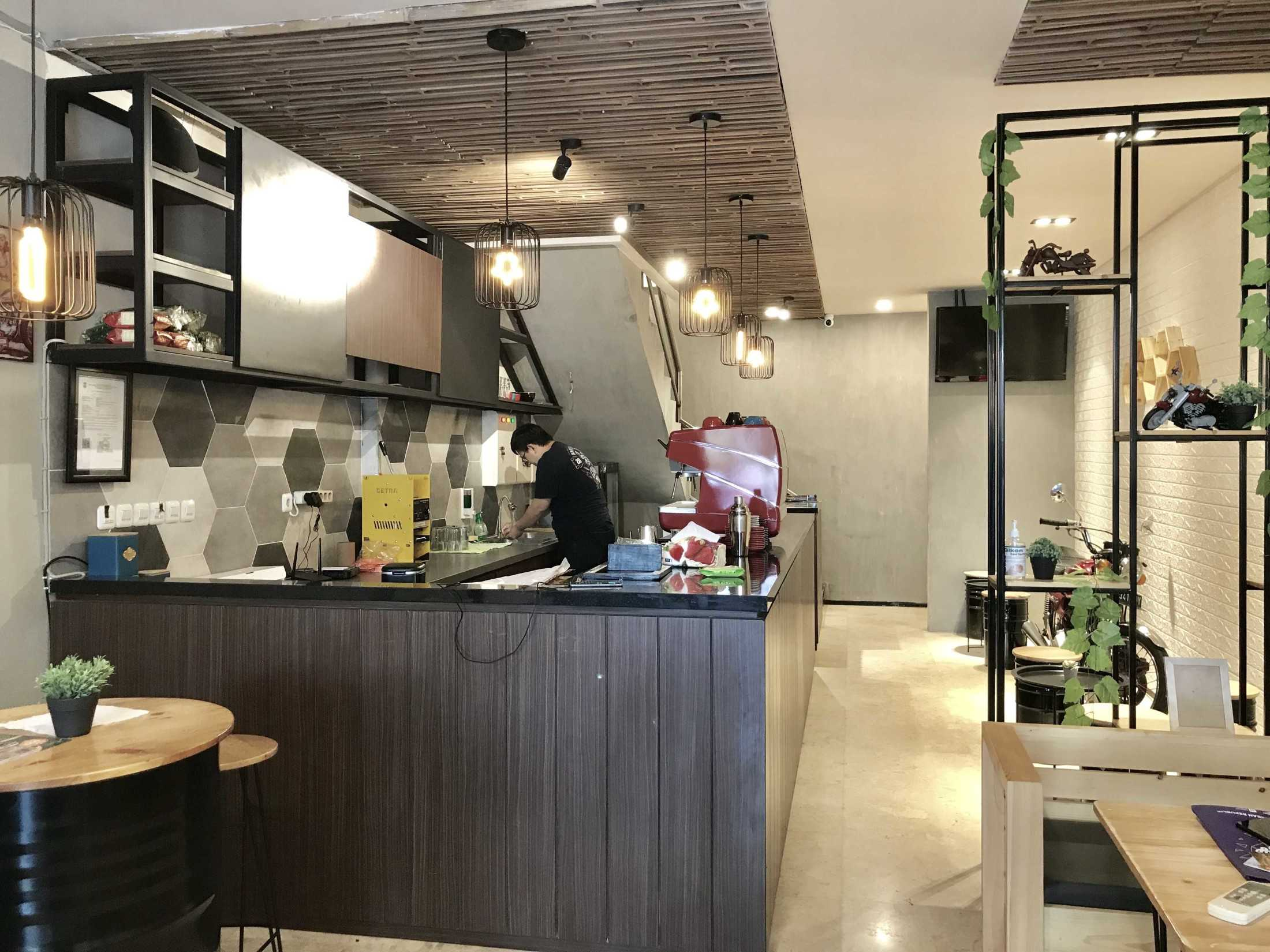 Yulianto Gunawan Basecamp Cafe Surabaya, Kota Sby, Jawa Timur, Indonesia Surabaya, Kota Sby, Jawa Timur, Indonesia Yulianto-Gunawan-Basecamp-Cafe  129049