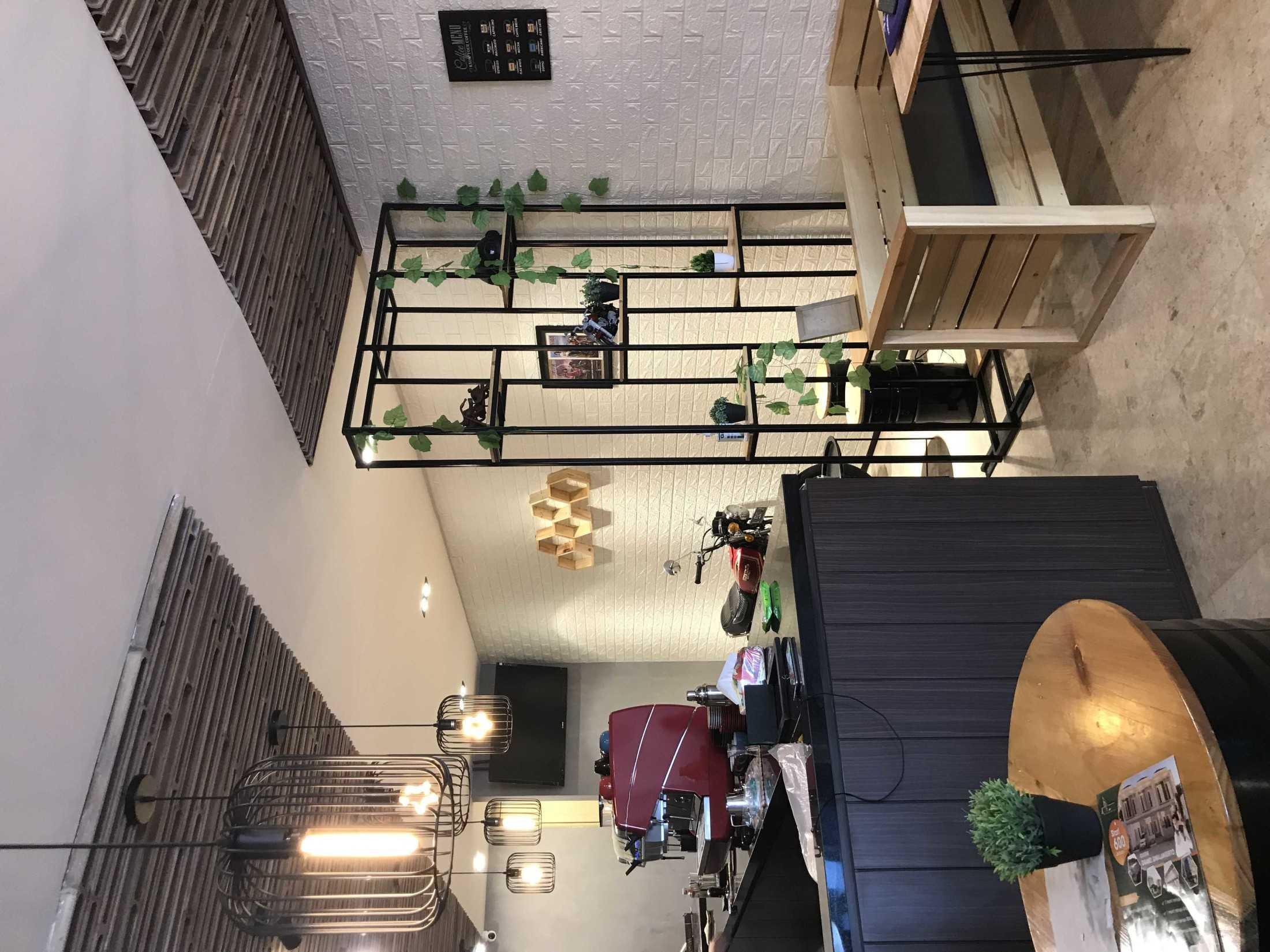 Yulianto Gunawan Basecamp Cafe Surabaya, Kota Sby, Jawa Timur, Indonesia Surabaya, Kota Sby, Jawa Timur, Indonesia Yulianto-Gunawan-Basecamp-Cafe  129050