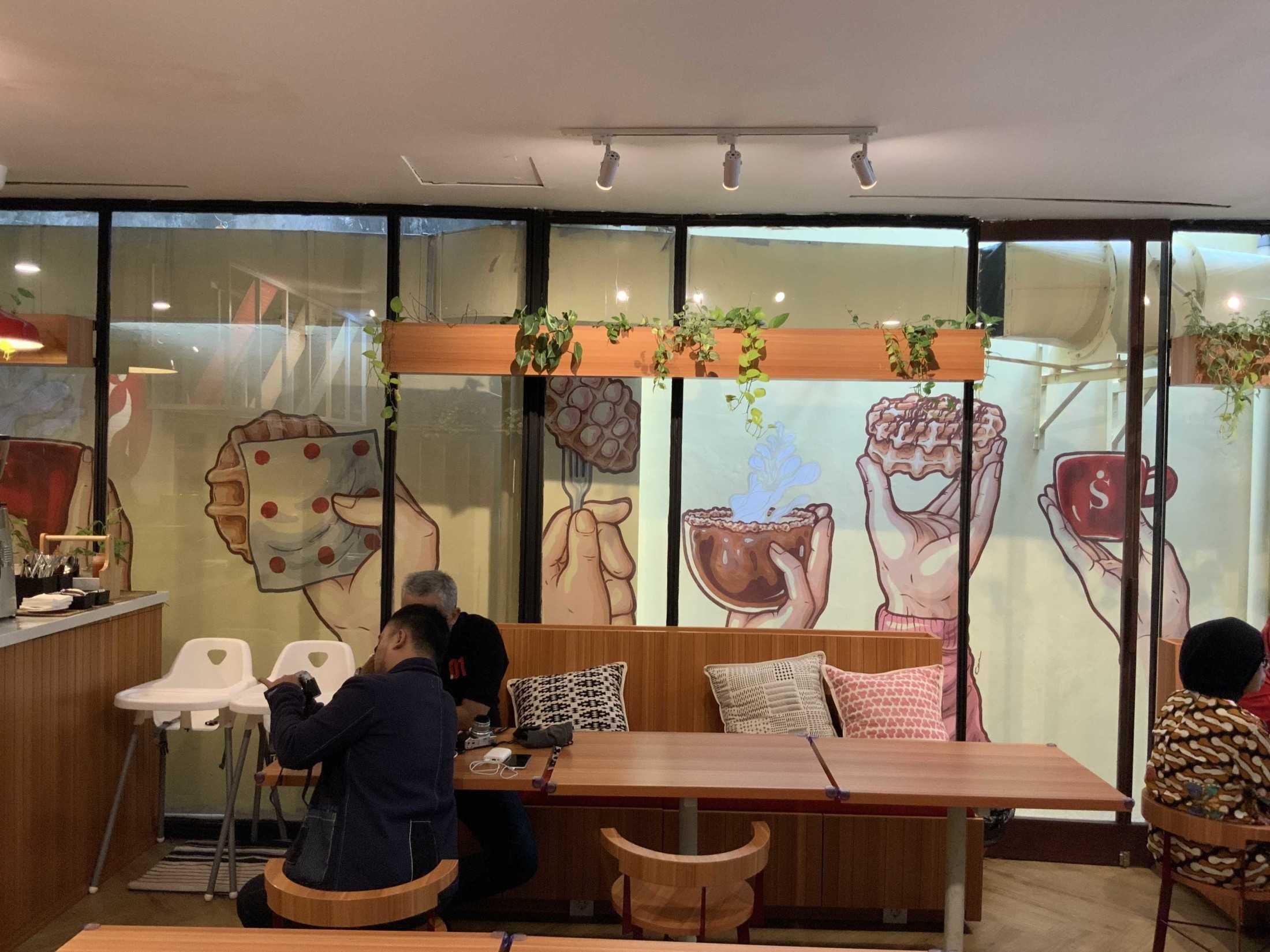 Bito Interior Design N Build Singgah Kitchen & Coffee Jl. Pakubuwono Vi No.2, Rt.1/rw.4, Gunung, Kec. Kby. Baru, Kota Jakarta Selatan, Daerah Khusus Ibukota Jakarta 12120, Indonesia Jl. Pakubuwono Vi No.2, Rt.1/rw.4, Gunung, Kec. Kby. Baru, Kota Jakarta Selatan, Daerah Khusus Ibukota Jakarta 12120, Indonesia Bito-Interior-Design-N-Build-Singgah-Kitchen-Coffee  90036